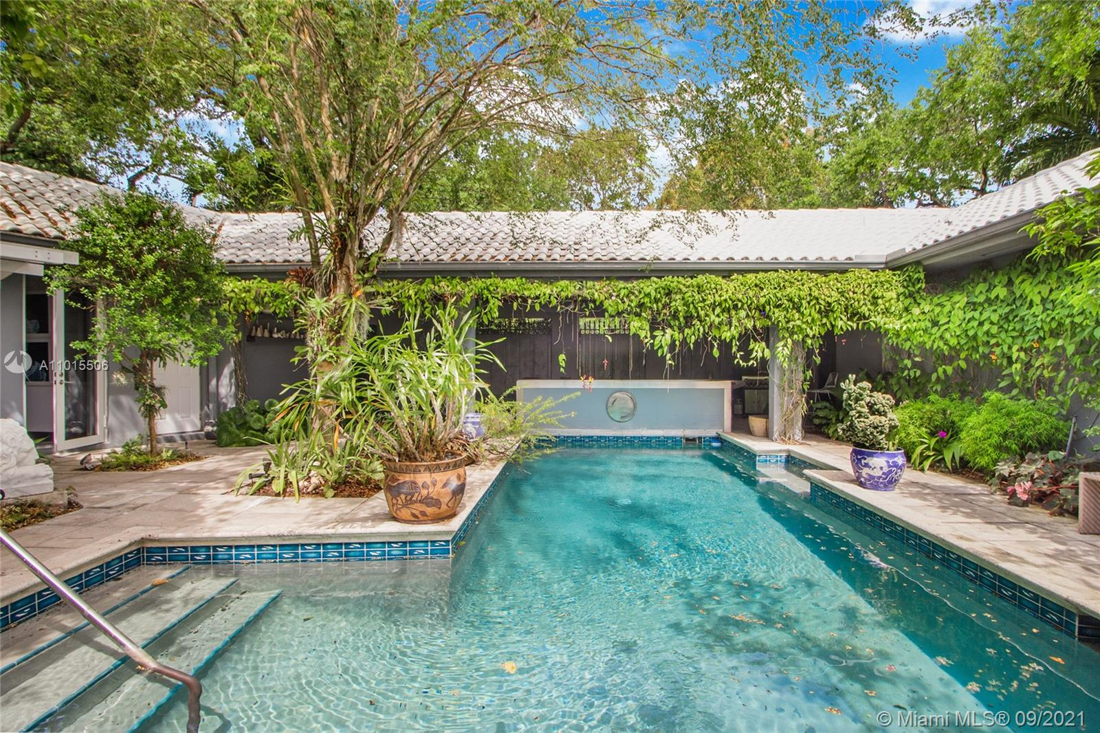 2101  Tigertail Ave  For Sale A11015506, FL