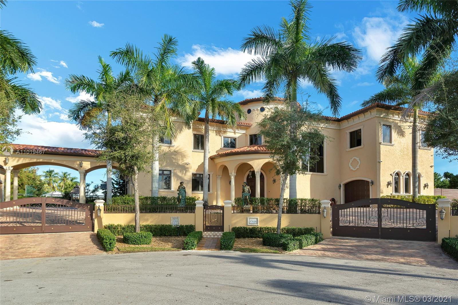 THIS MILLIONAIRE'S HIDEAWAY BUILT TO DEMANDING SPECIFICATIONS, NO EXPENSE SPARED, EXQUISITELY DESIGNED FOR AN OPULENT LIFESTYLE. EASY ACCESS TO THE MARINA, NUMEROUS FEATURES INCLUDING: TRAY CEILING, CUSTOM MILL WORK, HICKORY WOOD, AND EXQUISITE MARBLE FLOORING, SOLID CORE DOORS, WINE CELLAR, BUTLERS PANTRY, IMPACT WINDOWS AND DOORS, ETC. ALL TOP OF THE LINE APPLIANCES HEATED POOL. ROTUNDA ENTRANCE TO A SUPERBLY DESIGNED MASTER SUITE. FINANCING TERMS AS FOLLOWS 25% DOWN, 5% INTEREST FOR 15 YEARS FIXED, NO PREPAYMENT PENALTIES.