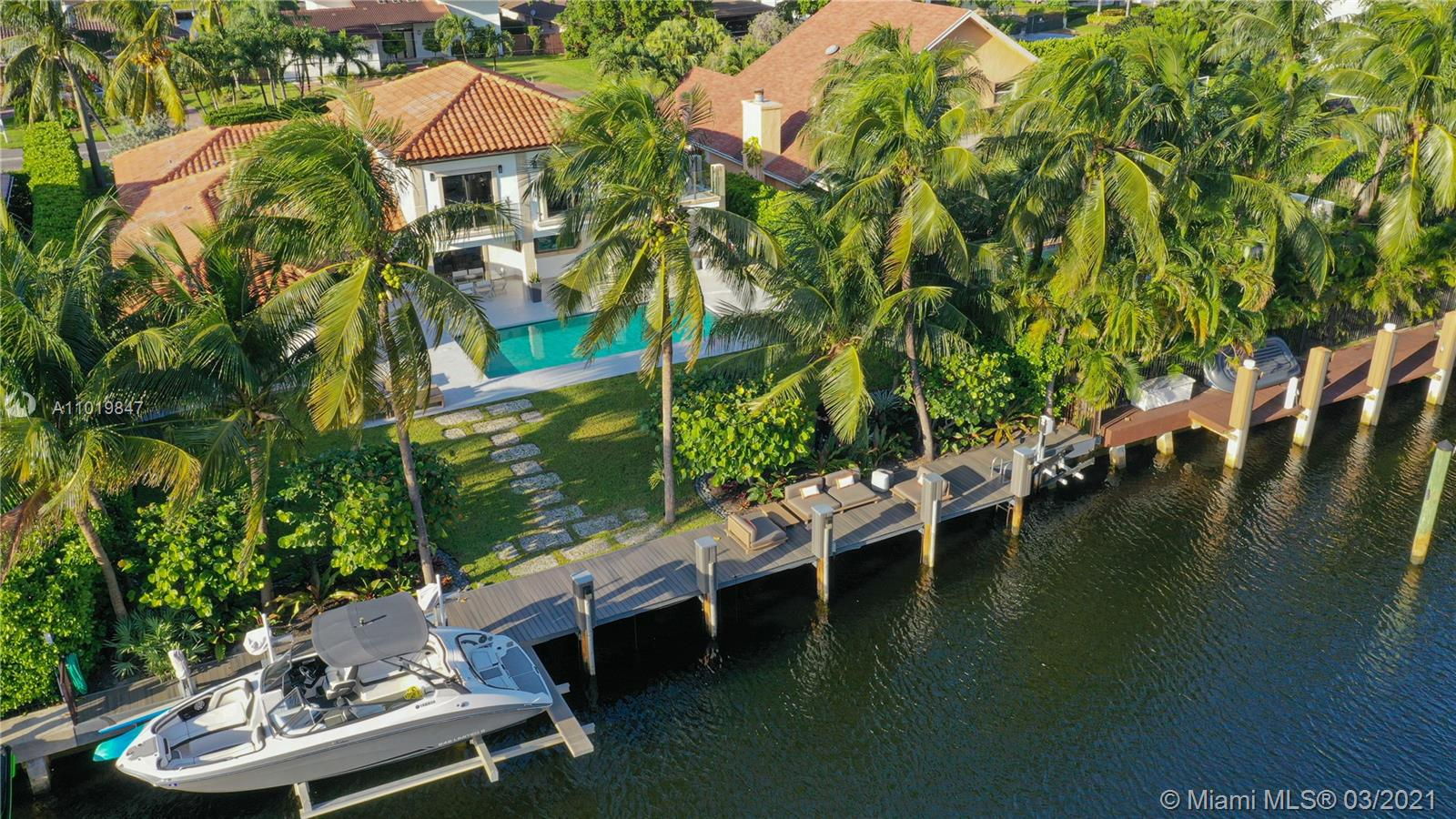 LIVE in paradise, ideal for boaters, with a new long dock, with 3 lifts for yachts. jet skis and paddles, easy access to the ocean, spectacular patio with pool and gardens. Located in the best location, Hallandale Beach, Completely remodeled with luxury upgrades.