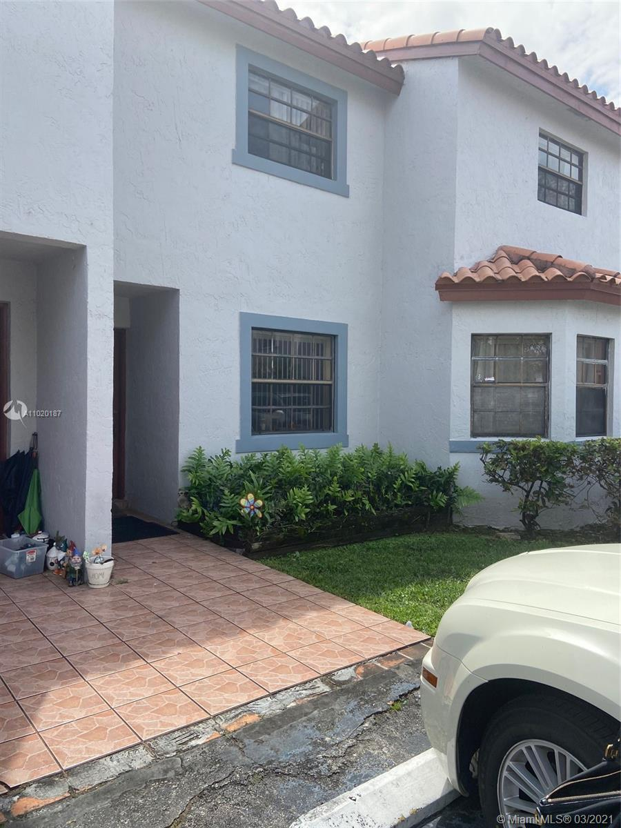 NICE DESIRABLE KENDALL AREA CONDO 2/2 ON FIRST FLOOR. CHEASPEST UNIT IN THE COMPLEX, GREAT SCHOOLS AND CENTRALLY LOCATED IN KENDALL AREA. CLOSE TO WALMART, SHOPPING CENTERS, PARKS, HOSPITALS AND PLENTY OF RESTAURANTS, 24 HR APPT. ASSOCIATION DOES NOT HAVE RESERVE, MUST BE 20% DOWNPAYMENT