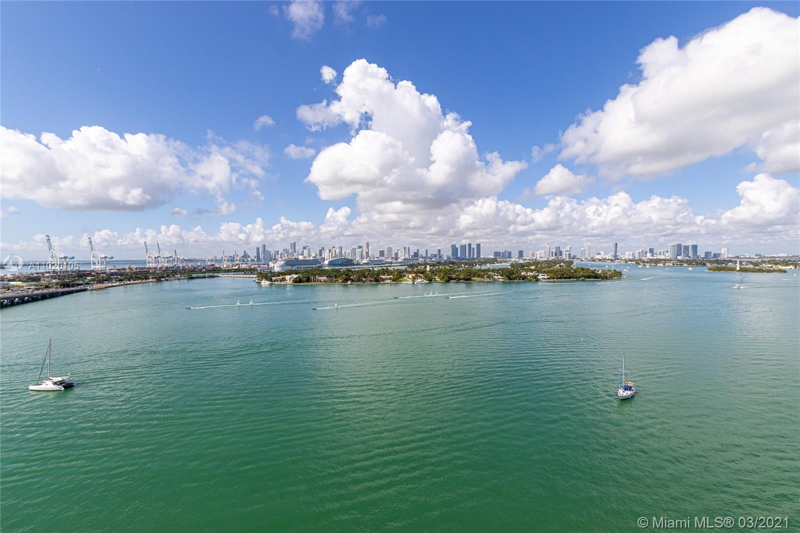 Beautiful unit overlooking the bay, fisher island and the sunset over downtown Miami. Tile floors. Don't miss this deal to live at the Floridian. Unit is not remodeled but clean and in good conditions.