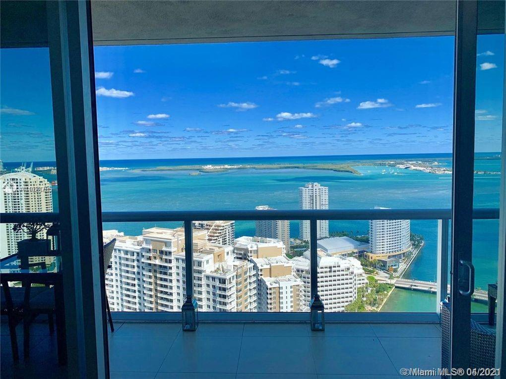 BEST LINE, HIGH FLOOR. Spectacular water views from every room of this 2-bedroom 2-bath plus den (with built-in Murphy bed)at ICON 1, with top of the line finishes and electric blinds throughout. On the bay front, in the center of upscale Brickell. Five star services and amenities include 24-hour concierge, theater, state-of-the-art gym, spa, eucalyptus steam room; a 205-ft. lap pool and an 80-person hot tub, poolside deli all situated on a 65,000 sq. ft. pool deck; world renowned Cipriani restaurant and upscale Mexican eatery Cantina la Veinte. Steps from Brickell City Centre and the heart of Miami's best shopping, dining, movie theater, and clubs, Bayfront Marketplace and American Airlines Arena. SHOWINGS THURSDAYS from 5PM to 6PM ONLY.