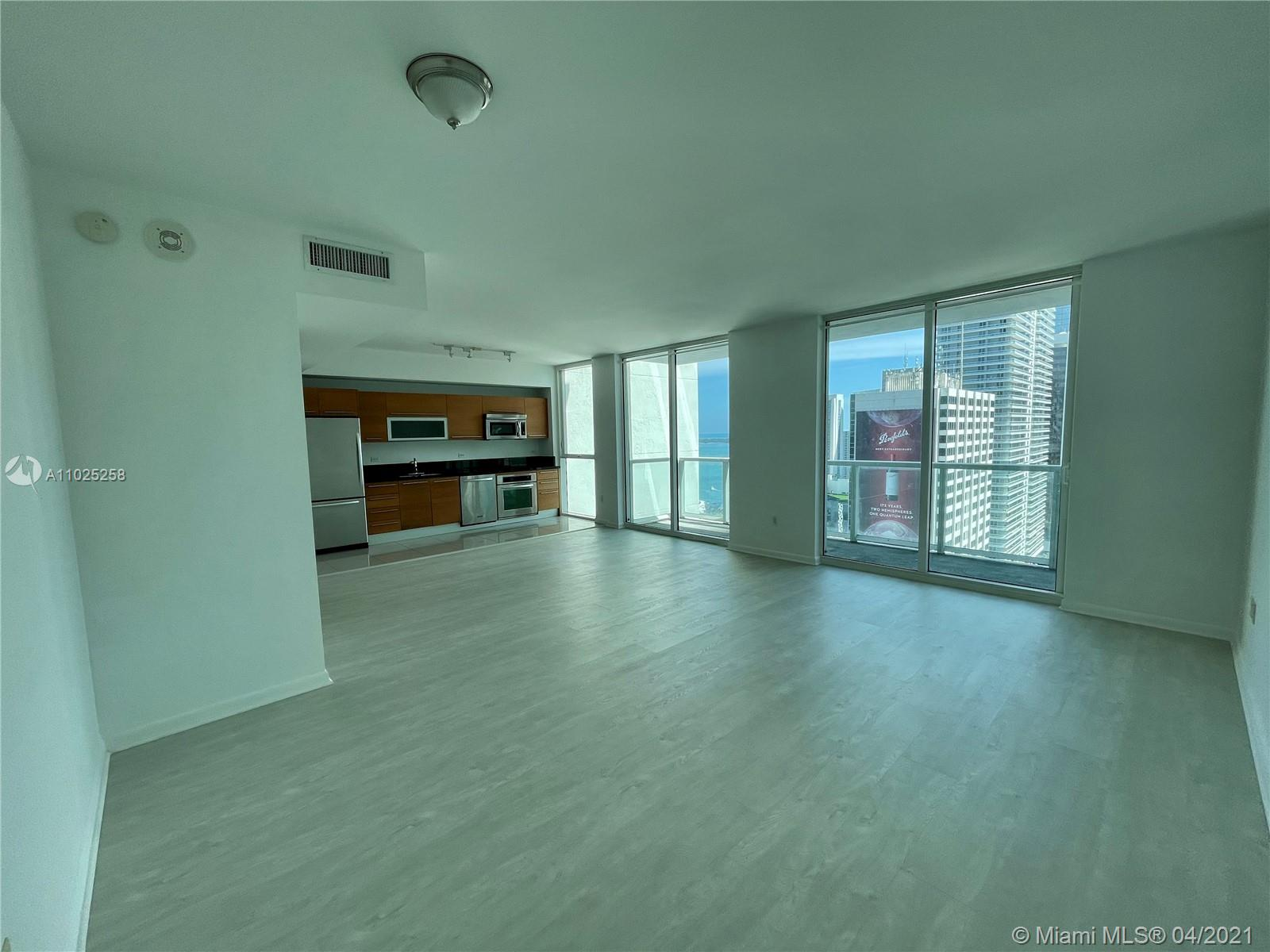 Beautiful and spacious studio with just upgrade to wood floors. Amazing city and water views. European kitchen with stainless steel appliances. Great full service condo with plenty of amenities. Excellent location right on Biscayne Blvd across the Street of Bayfront Park, Bayside, AAA and much more. Easy to show.