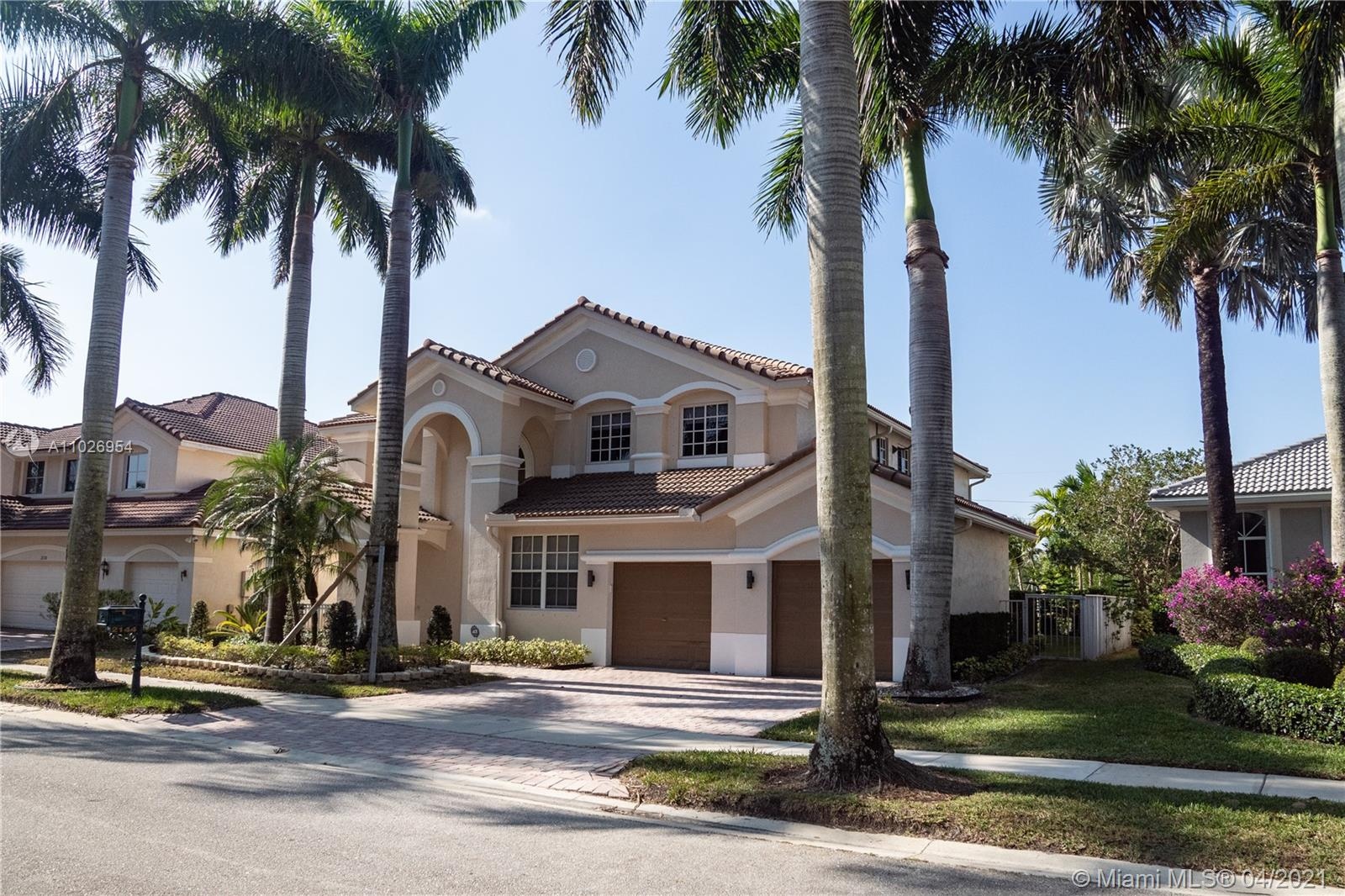 SPECTACULAR 6 BED, 5.1 BATH IN THE PRESTIGIOUS COMMUNITY OF WESTON HILLS COUNTRY CLUB- HUNTERS POINT II. MARBLE AND WOOD FLOORS, WATER FRONT WITH GORGEOUS POOL AND SPA, STUNNING LAKE VIEW!!.  CUSTOM REMODELED KITCHEN W/GRANITE COUNTER TOPS AND STAINLESS STEEL APPLIANCES, CROWN MOLDINGS THROUGHOUT THE HOUSE, SURROUND SYSTEM, AND LOTS OF UPGRADES. MOVE IN CONDITION!!!