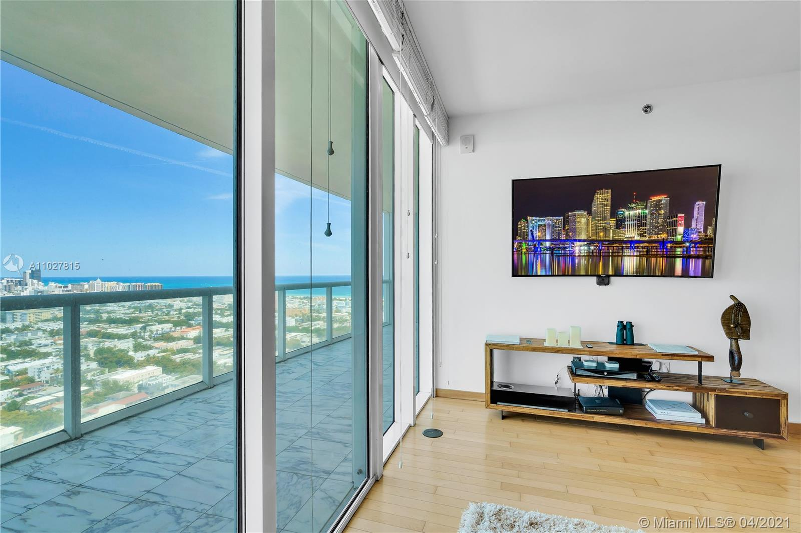 2BD/2BA ICON SOUTH BEACH DIRECT OCEAN AND BAY VIEWS: Excellent address! Offering gourmet kitchen, magnificent master suite with luxurious bath. Grand lobby, first-class amenities include an olympic-size heated pool, state of the art spa, private fitness c, , enter, tennis, marina, security, valet parking and concierge service. Finished to perfection and priced to sell. Easy to show - see broker remarks.