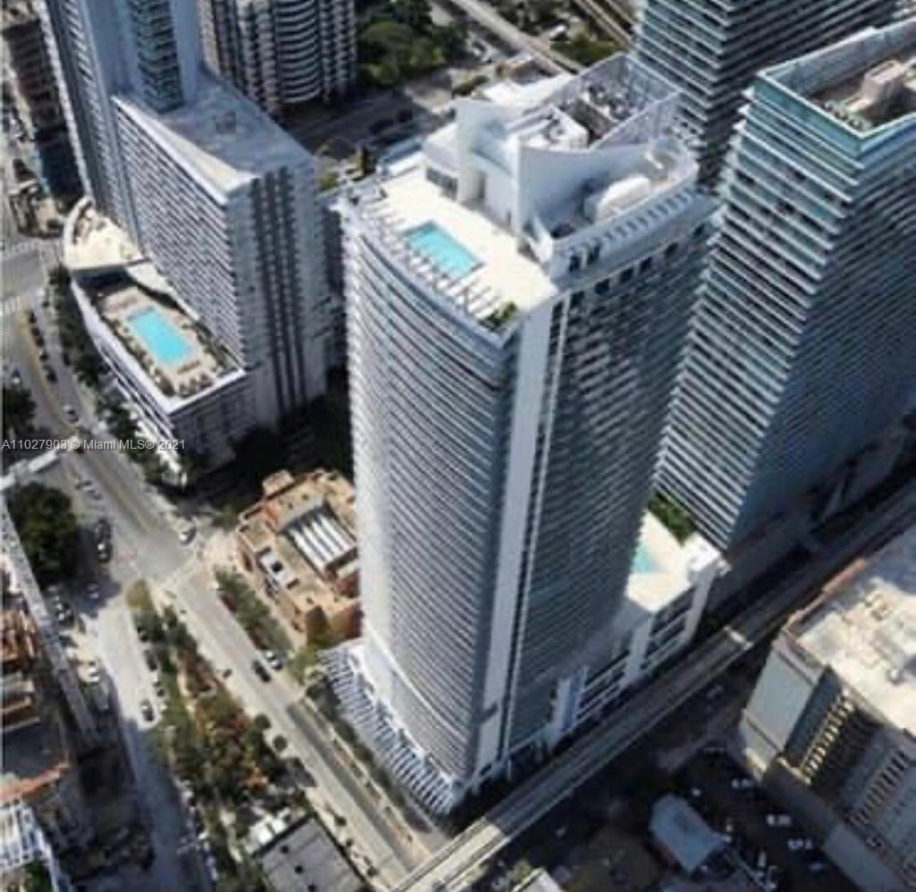 READY TO MOVE IN! Great 2 Bedrooms and 2 Bathrooms Luxury Condo. Great location in Brickell, minutes away from Brickell City Centre, Mary Brickell, and much more. The building offers incredible amenities, which includes rooftop pool and sundeck on 42nd floor, state of the art fitness center, club room with bar and lounge, billiards table, catering kitchen, and multimedia facilities, steam room and sauna, theater with state of the art equipment, concierge and security, and valet parking.