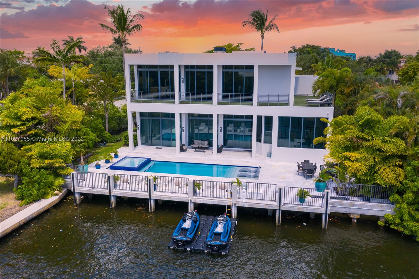 THIS IS AN ULTRA MODERN, CHIC, WATERFRONT HOME, FULLY FURNISHED, FULLY STOCKED WITH TOP OF THE LINE FINISHINGS AND CHEFS KITCHEN. JUST MINUTES AWAY FROM THE BEACH, BEACH PLACE AND AWARD WINNING RESTAURANTS & LAS OLAS. DOCK IS INCLUDED AS WELL. (SHORTER TERMS AVAILABLE... CALL LIST AGENT)