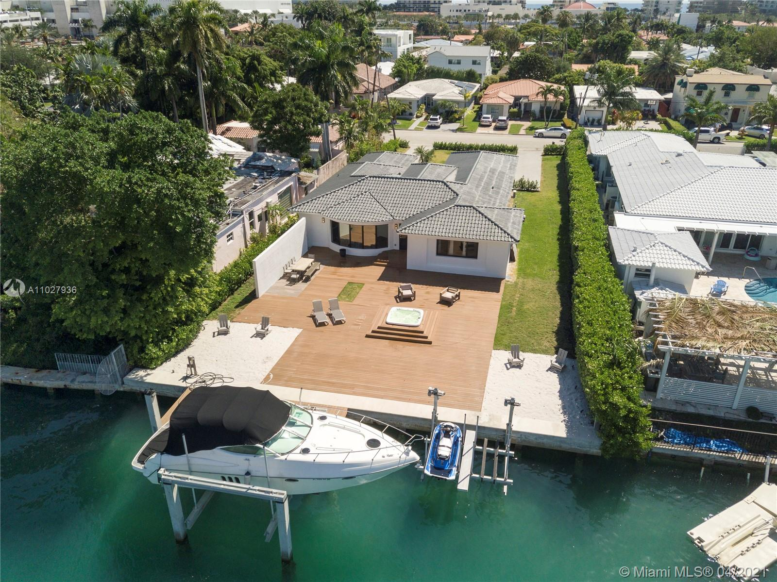 9528  Bay Dr  For Sale A11027936, FL