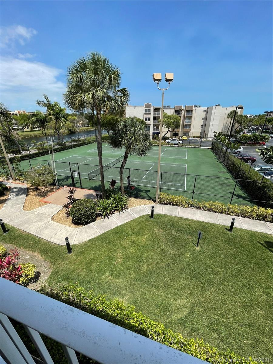 NICE 2 BEDROOM, ONE BATHROOM UNIT IN DESIRABLE KINGS CREEK SOUTH.  CONVENIENT LOCATION NEAR DADELAND, METRORAIL, HOSPITALS.  TENANT WILL VACATE PRIOR TO CLOSING.