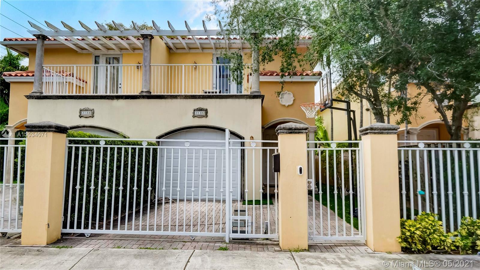 3186  New York St #3186 For Sale A11034071, FL