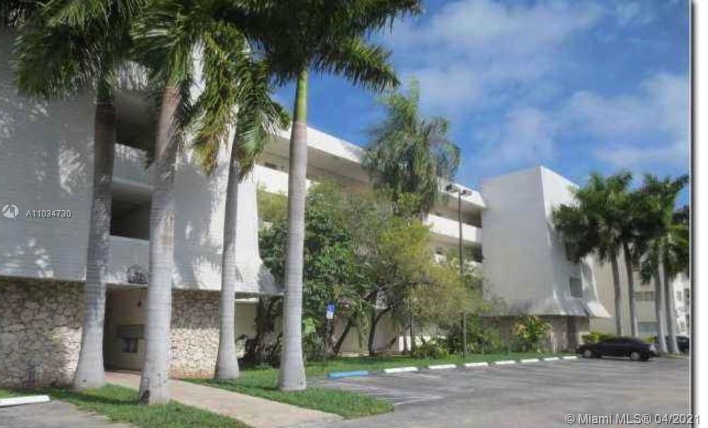 BACK ON THE MARKET! Great opportunity for investors; tenant paying $1500 occupied till June 2022. Nicely updated unit with hurricane shutters. Excellent location near major highways, Universities and Baptist Hospital. Walking distance to restaurants and Dadeland Mall. Washer and Dryer in unit! Easy to show on lockbox!