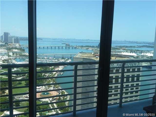 Beautiful 1BR, 1BA condo for sale in Downtown Miami. Enjoy stunning views of Biscayne Bay, South Beach and Bayfront Park from this 43rd floor. Wood floors throughout. Centrally located within walking distance to Whole Foods, Silverspot Cinema and Bayfront Park. Easy access to Metromover and to I-95. Top dining options are available on-site and close by. Amenities and services included are: two pools, two fitness centers, party room, playroom, convenience store, 24 hours security and valet parking.