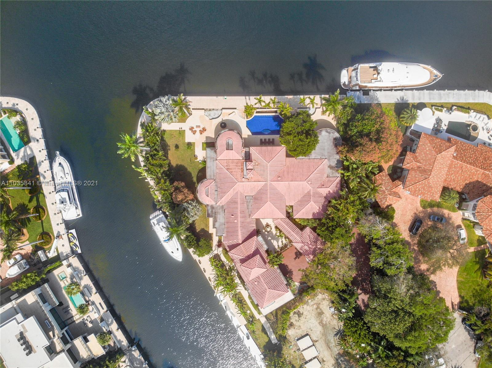 One- of- a- kind private point lot estate in Las Olas. 550 feet of deep and wide protected waterfront on the Rio Barcelona. Can easily fit a mega-yacht of 200 feet or more. Sitting on 1.14 secluded acres, located on the most desired street in Las Olas. This home has 7 bedrooms, 7 1/2 baths and it offers 10,000 square feet of European style and elegance, Soaring Ceilings, large fire place, billiards room, bar and lounge. Outside is a semi-enclosed lounge and outdoor dining area overlooking the water and gardens. The kitchen is designed for a professional chef. The huge first floor master suite and private office open to the pool. 2300 Aqua Vista offers quick ocean access and walking distance to the beach and Las Olas night life.*** PRICE IS WEEKLY***
