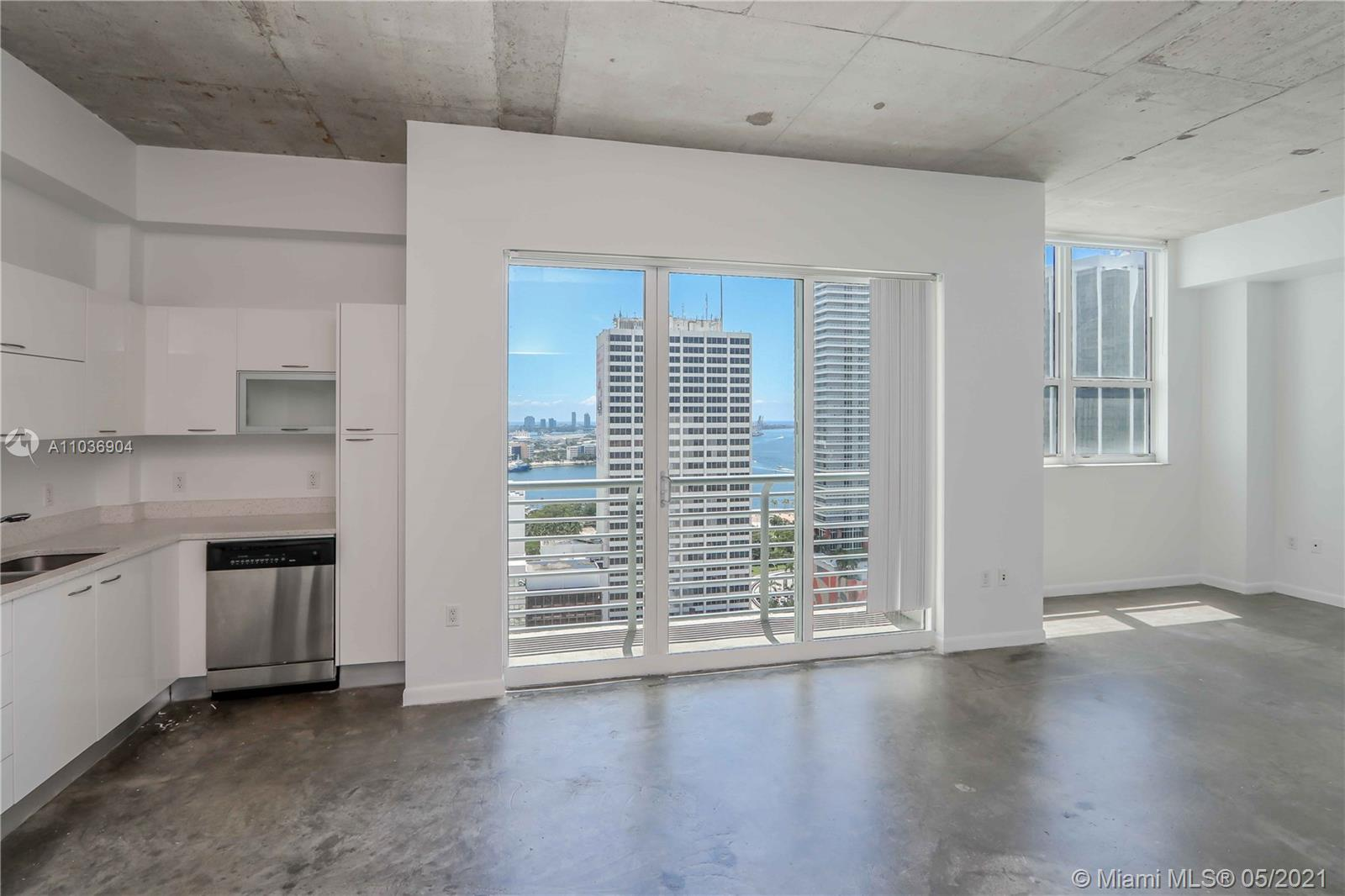 Great 1 bedroom 1 bath loft open style condo with high ceilings overlooking Biscayne Bay and City. Unit comes with Italian white kitchen cabinets and stainless steel appliances and modern bath. Condo includes rooftop pool, Jacuzzi, and fitness center, lap pool, dog park, Lounge room, 24 hours security and concierge. Centrally located within minutes to SoBe, Grove, Gables and Airport.