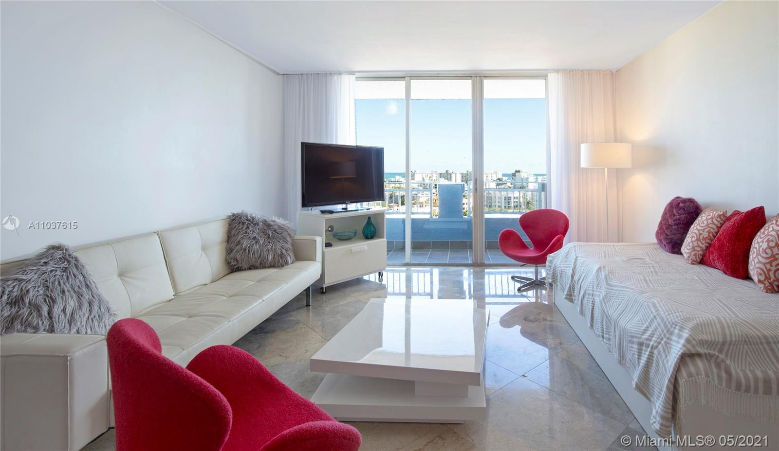 Great property with 2bed/ 2ba, marble floors through the unit, beautiful views to South Beach and Ocean. Brand new stainless steel appliances and blinds. Yacht Club has great amenities: Pool, heated Jacuzzi, tennis court, fitness center, BBq area and more.