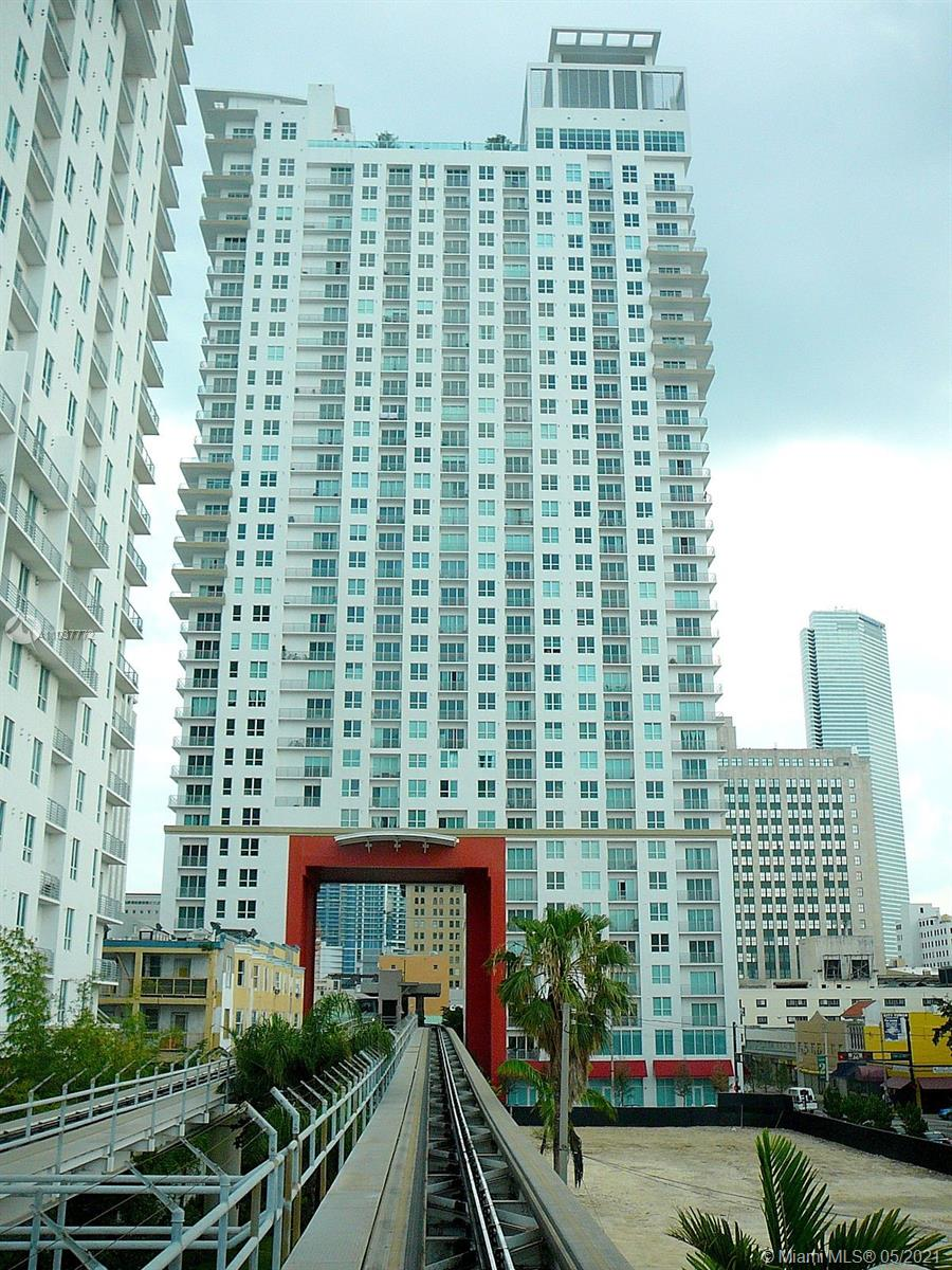 Investors Only!    Loft style unit in downtown Miami features a northern exposure with views of the skyline and the bay.  Whitewash wood flooring throughout.  Open and spacious with high ceilings. Secure building offering convenient and great amenities.  This unit is currently rented until Feb 2022. Calling all investors.  Need 48 hours notice a must to show.