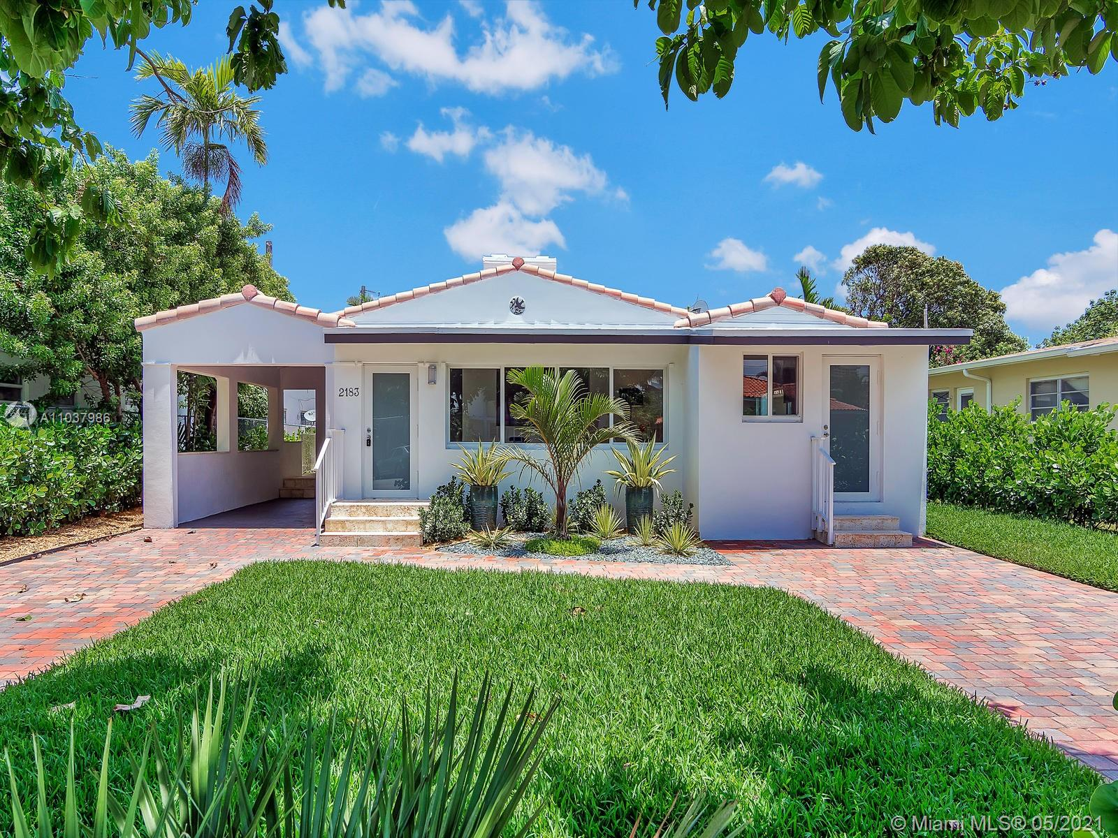 Beautiful fully renovated DUPLEX (Total 2600sqft, 1900sqft front house and 700sqft back apt.for the owner). The front house is a 3 bedroom/ 3,5 bathroom, and the back house is a 1 bedroom/ 1 bathroom. New hurricane impact windows, new bathroom, new kitchens, new tiles floors. Everything has been renovated to the state of art.