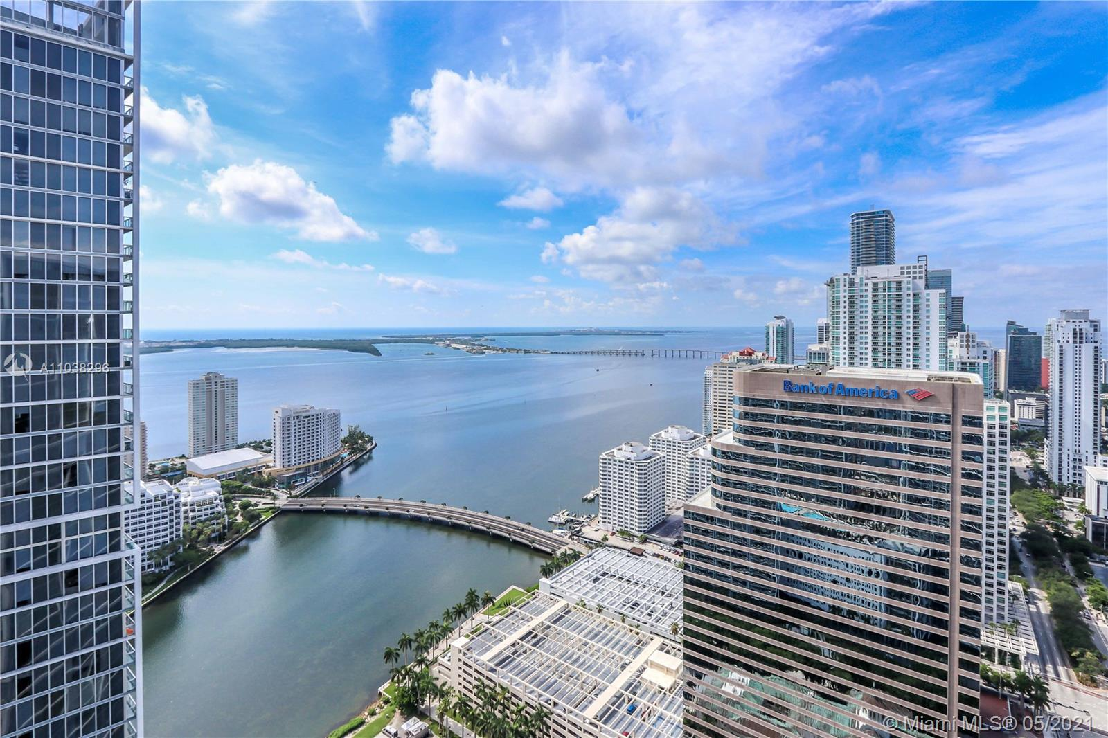 Fully furnished 1 bedroom, 1 bath + den unit with spectacular views of the bay and skyline. Great amenities Icon has to offer. State of the art pool, spa, party room, 4 in-house famous restaurants and more. Walking distance to Brickell City Centre, Bayside, Mary Brickell Village, 15 minutes from the airport and Miami Beach. 5 minutes from Key Biscayne. Must see!!