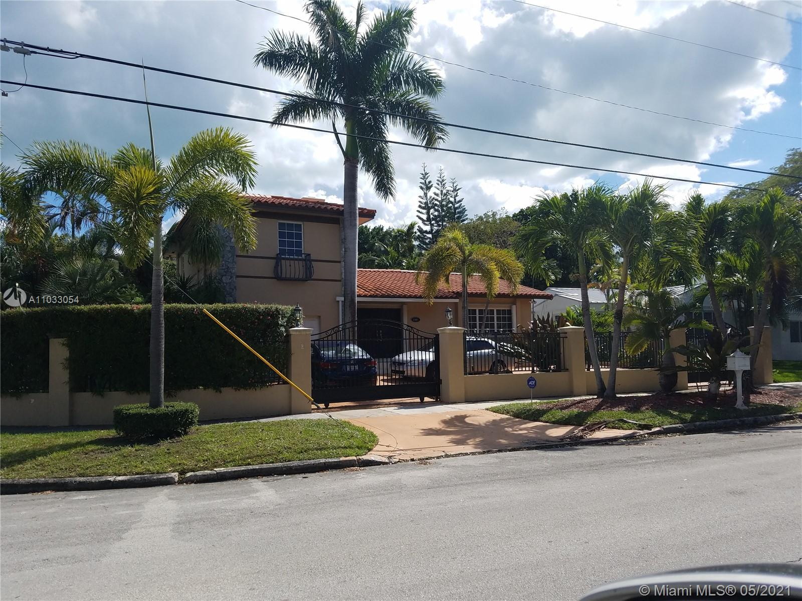 3/3 plus den. Pool home in exclusive Roads area.
