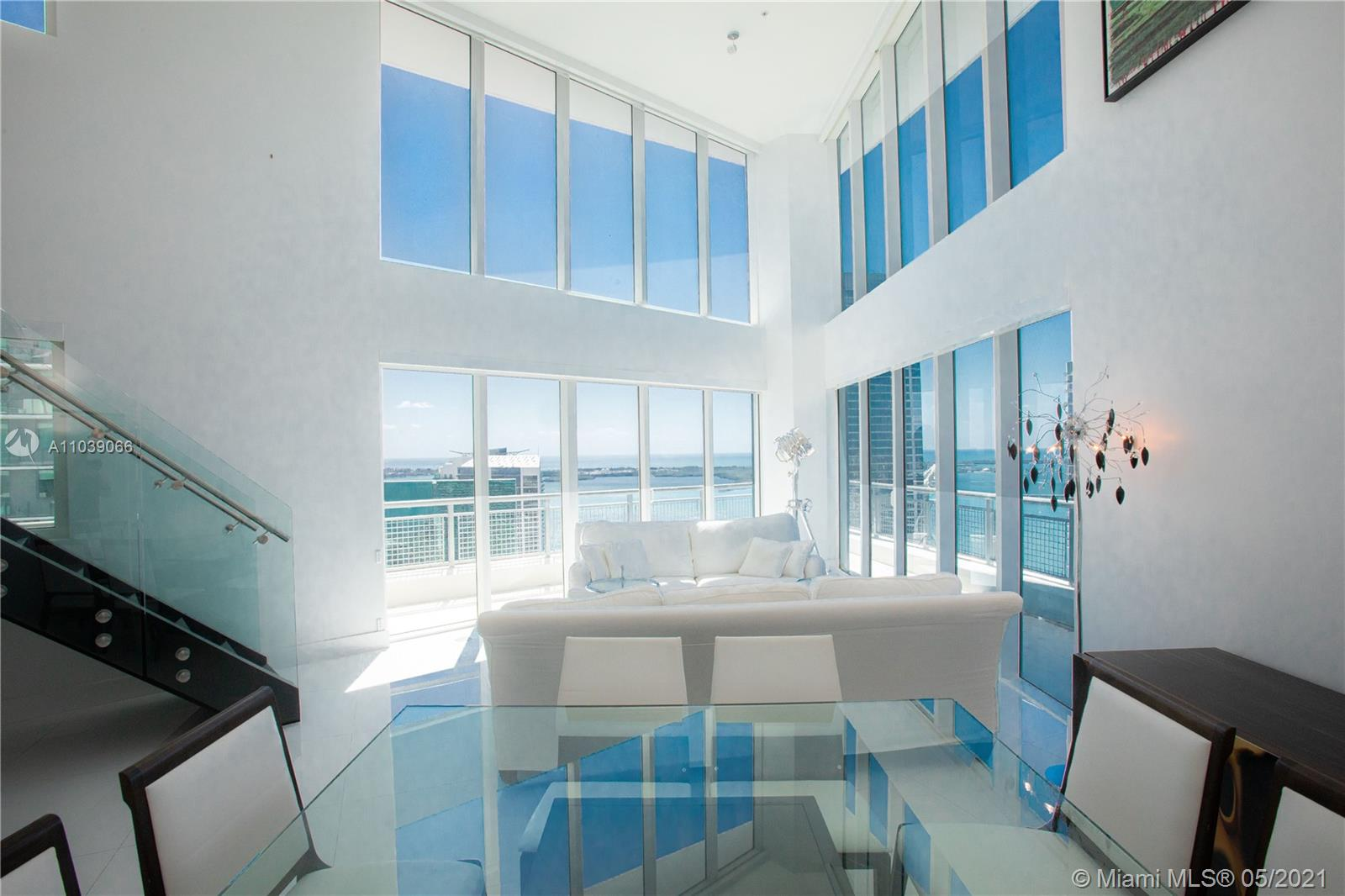 SPECTACULAR BRIGHT APARTMENT IN THE HEART OF BRICKELL. STUNNING BREATHTAKING PANORAMIC OCEAN VIEW FROM THE PRIVILEGE CORNER HIGH RISE UNBEATABLE POSITION IN A FIRST CLASS AMENITIES BUILDING. DOUBLE HIGH CEILINGS .WALKING DISTANCE TO MIAMI CITY CENTER,RESTAURANTS AND SHOPS.* SELLER WILL PAY CURRENT SPECIAL BUILDING ASSESSMENTS. GREAT OPPORTUNITY! A MUST SEE..!!
