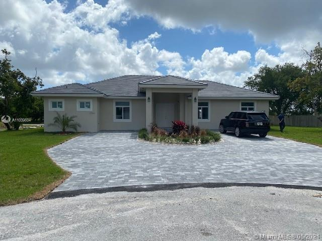 BRAND NEW CONSTRUCTION HOME 2021!! 4 BEDROOM 3 BATHROOM, BEAUTIFUL SPLIT PLAN WITH HIGH CEILINGS DESIGNS.  IMPACT WINDOWS AND DOORS, MODERN KITCHEN WITH STAINLESS STEEL APPLIANCES. CORNER LOT WITH PLENTY OF ROOM FOR A POOL OR BOAT (COLDESAC).