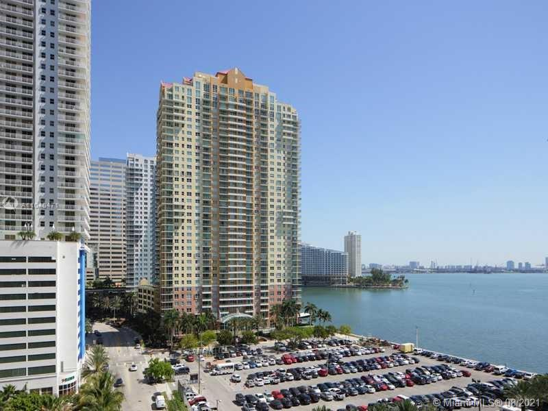 Beautiful 1 bedroom 1 bath in the earth of Brickell. Floor to ceiling window. Completed window treatments and custom made closet. Close to restaurants and major highways.