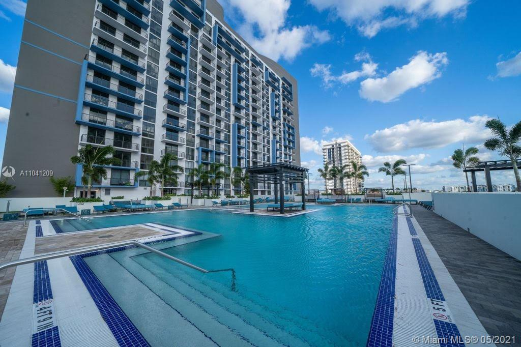 STUNNING PENTHOUSE RESALE 3 BEDROOMS,3 BATHROOMS WITH BEAUTIFUL VIEWS IN THE HEART OF DOWNTOWN DORAL. SHORT AND LONG RENTALS , GREAT OPPORTUNITY FOR INVESTMENT OR TO LIVE WITHIN WALKING DISTANCE TO SCHOOLS, RESTAURANTS, PUBLIX AND MORE.