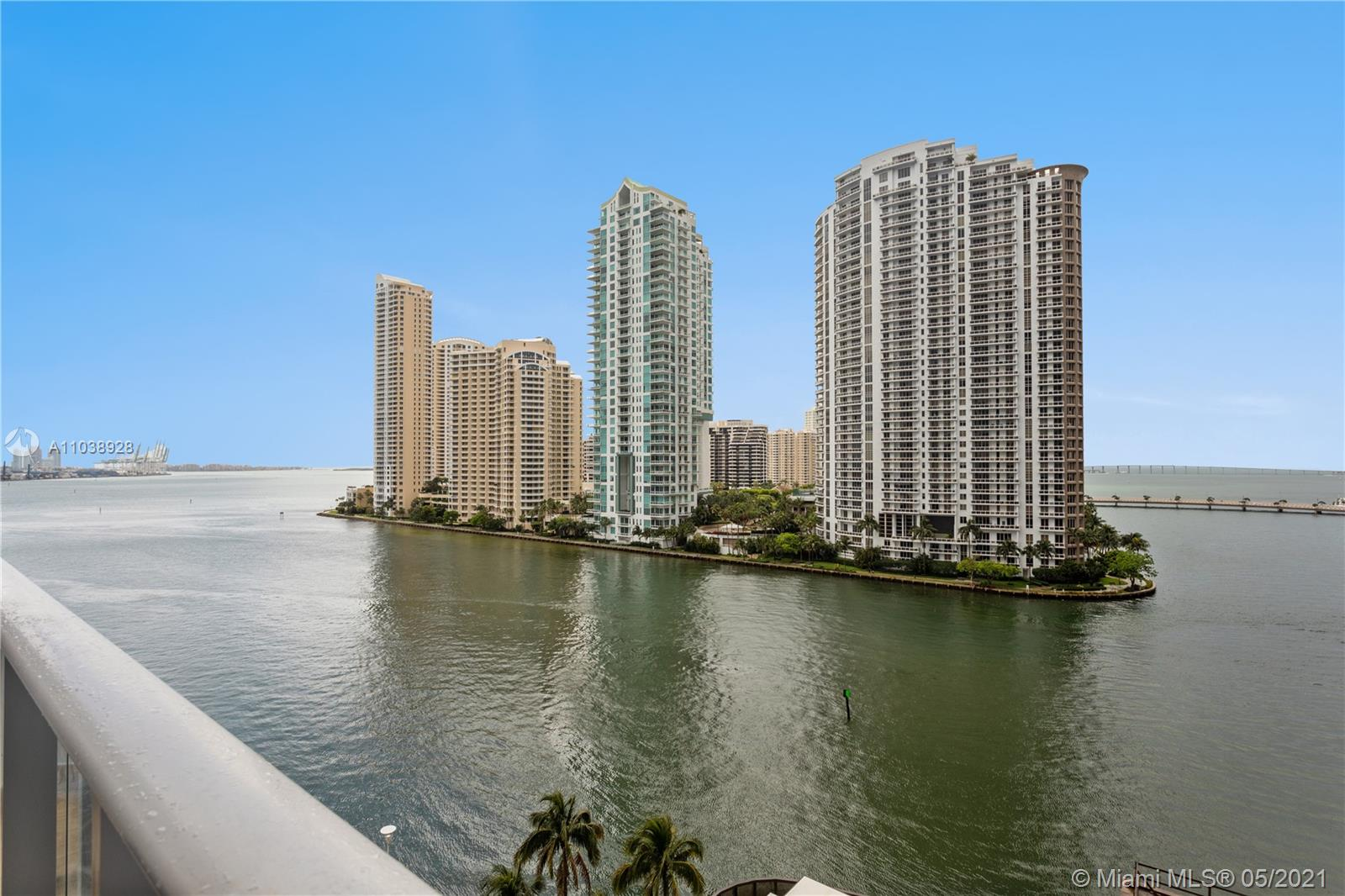 New York meets Miami in this waterfront split level loft at MET 1. Enjoy views of the Bay, the City, Brickell Key and Sunsets. Located in the center of Miami, between Downtown and Brickell, Met 1 represents the best location in terms of convenience. Within a block radius enjoy the best restaurants, shops, bars and everything the Magic city has to offer. Unit is in pristine condition.