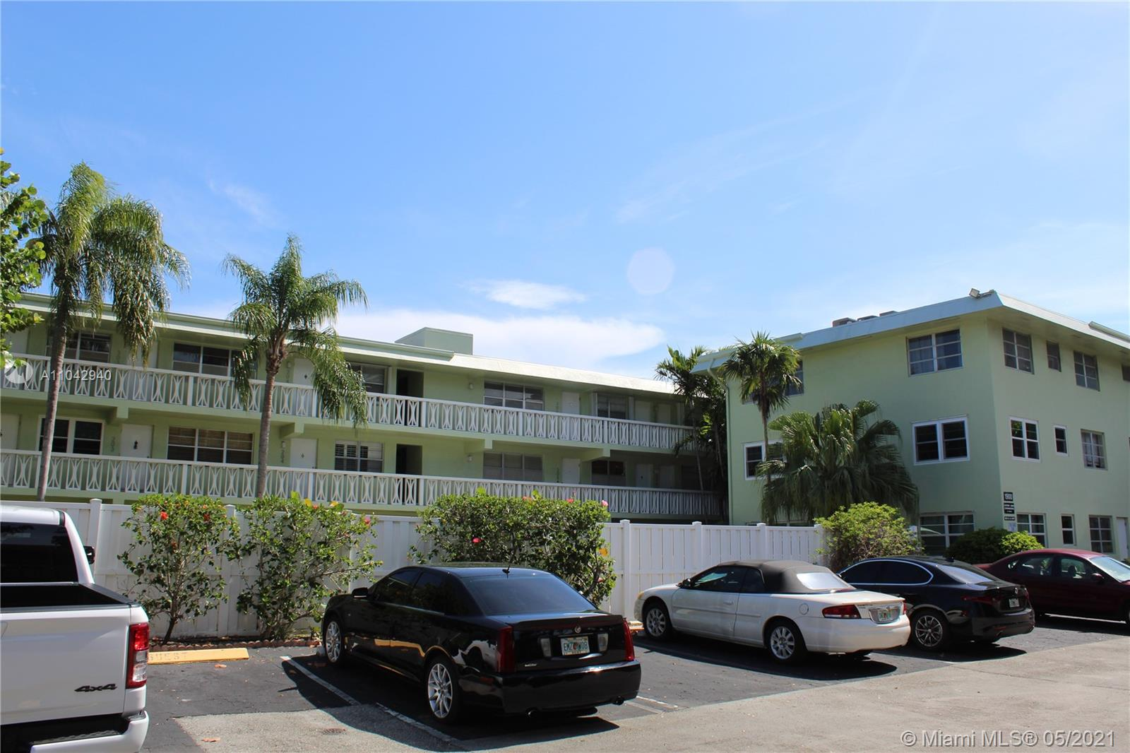 Prime location!! Victoria Park remodeled apartment.1/1. Light and bright with lots of windows. Corner unit with pretty pool views. Updated kitchen and bathroom. On site coin-operated laundry. Can rent this unit Unfurnished or Furnished. Lovely landscaped Pool area for you to sit and relax, picnic and even grill.. Minutes from Fort Lauderdale beach, restaurants, shopping and Las Olas Boulevard.