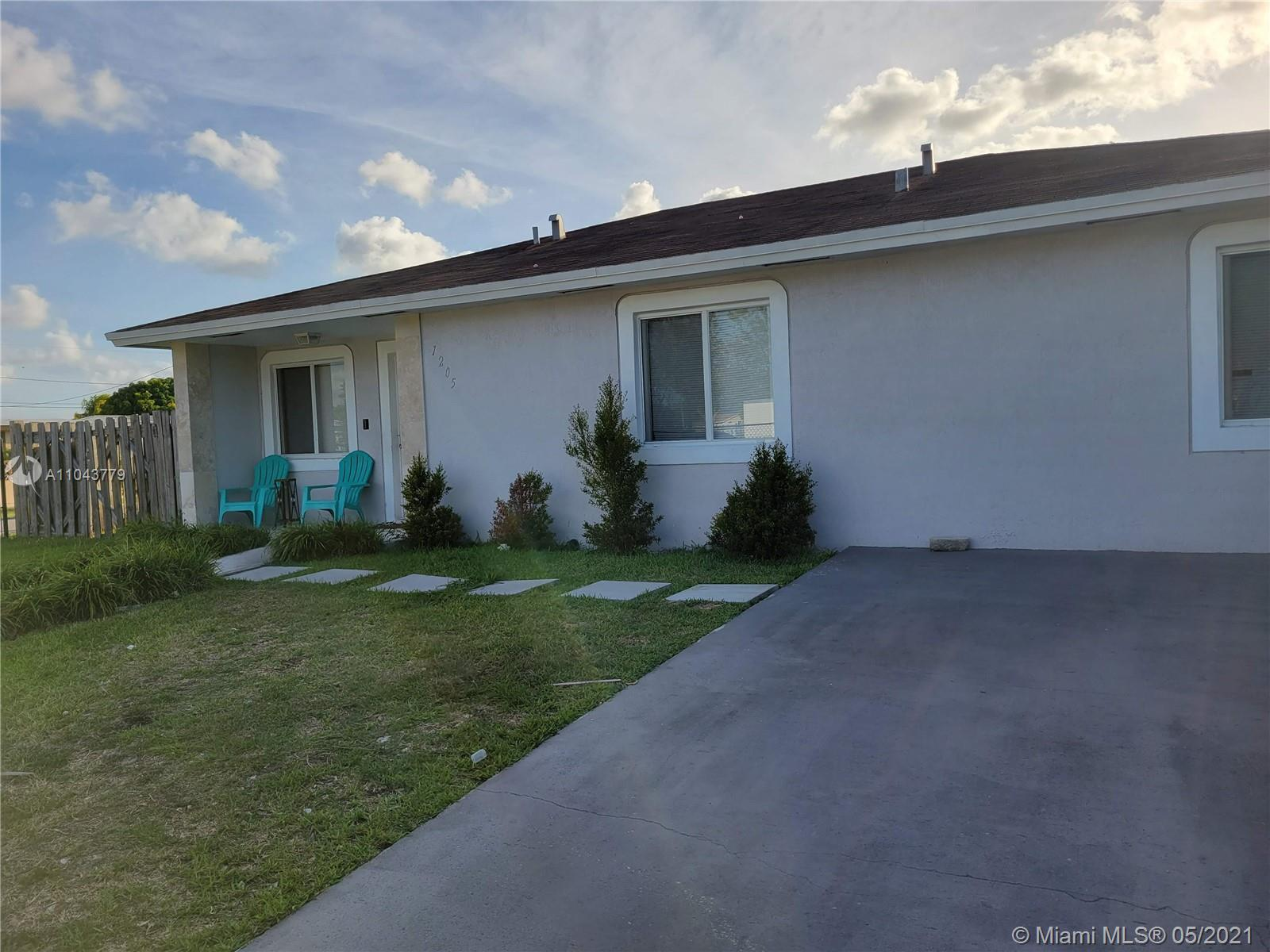 Large SFH with 4 bedrooms, 2 baths and a vast corner lot! This home boasting with a large floor plan, new kitchen, concrete epoxy floors in the common areas. This is a must see!