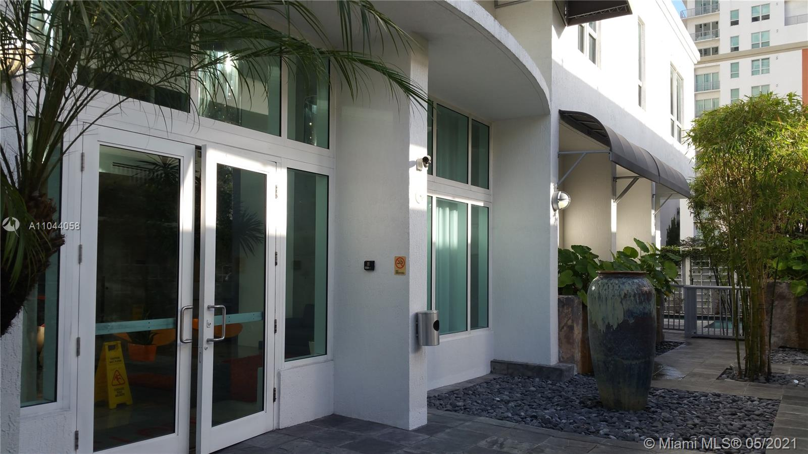 Beautiful and modern Loft in the heart of Downtown with stainless steel appliances, concrete floors with pool, gym, walking distance to America Airlines Arena, Bayside Shopping Center, close to Brickell,  nights life , restaurants, Theater , short driving to the beaches, Miami International Airport. Unit is currently rented.