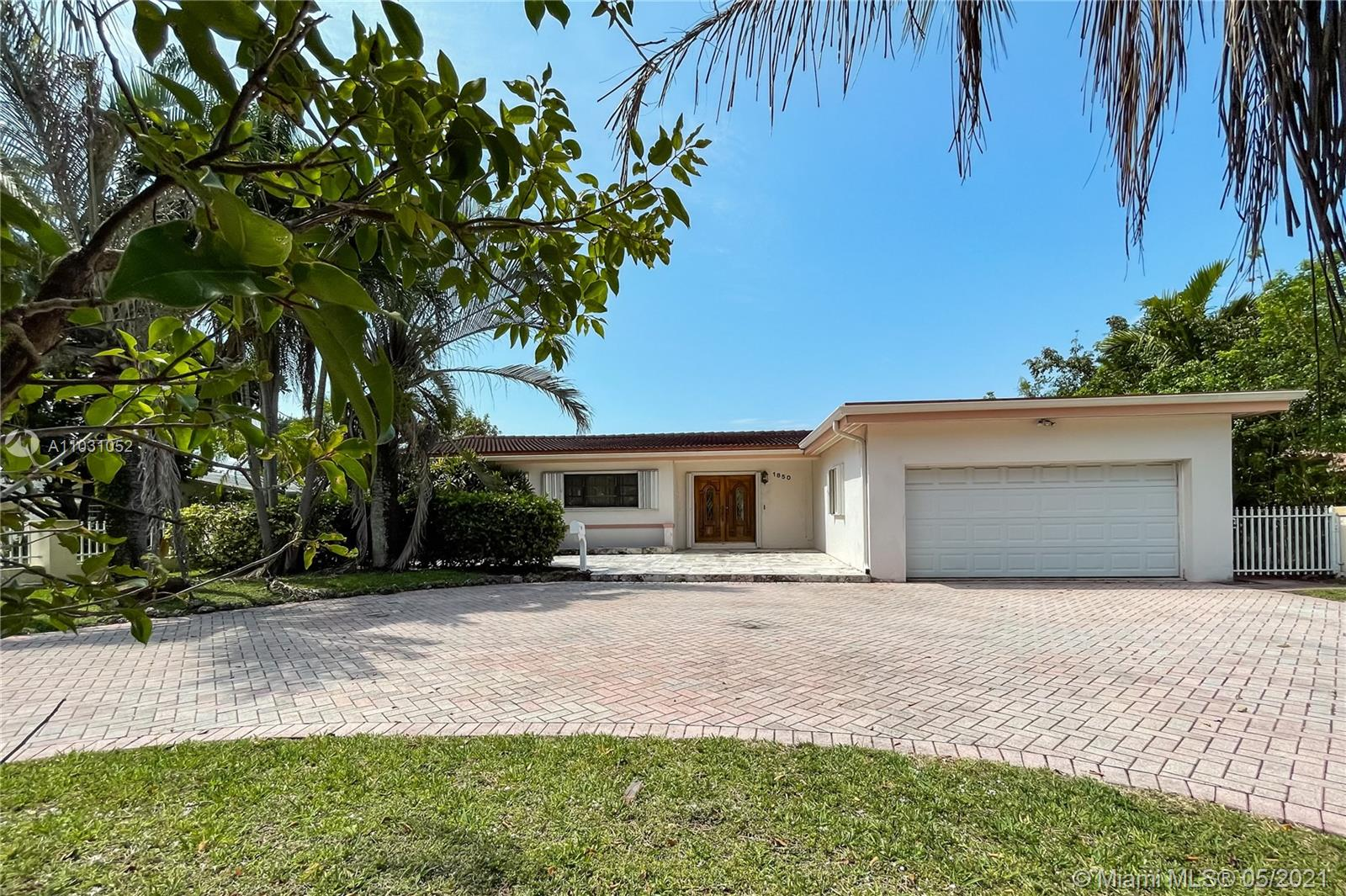 1850  Hibiscus Dr  For Sale A11031052, FL