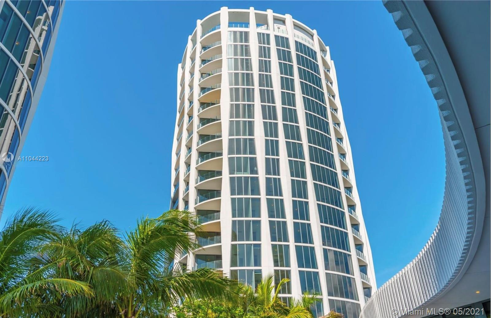 Rarely available, 01 corner unit on the 18th floor in the Park Grove Club Residences.  Light & bright open floor plan with 10ft, floor to ceiling, sliding glass doors that lead to oversized private terrace over looking Biscayne Bay.  Chef's kitchen with Calcutta Gold marble, Italkraft custom cabinets, Wolf & Sub zero appliances. Roof top pool, plus 5 acres of additional luxury amenities including a 550 ft, resort like pool, gym, spa, valet, 24 hr concierge, screening room, children's play area and much more.  Walking distance to the shops & restaurants of Coconut Grove.
