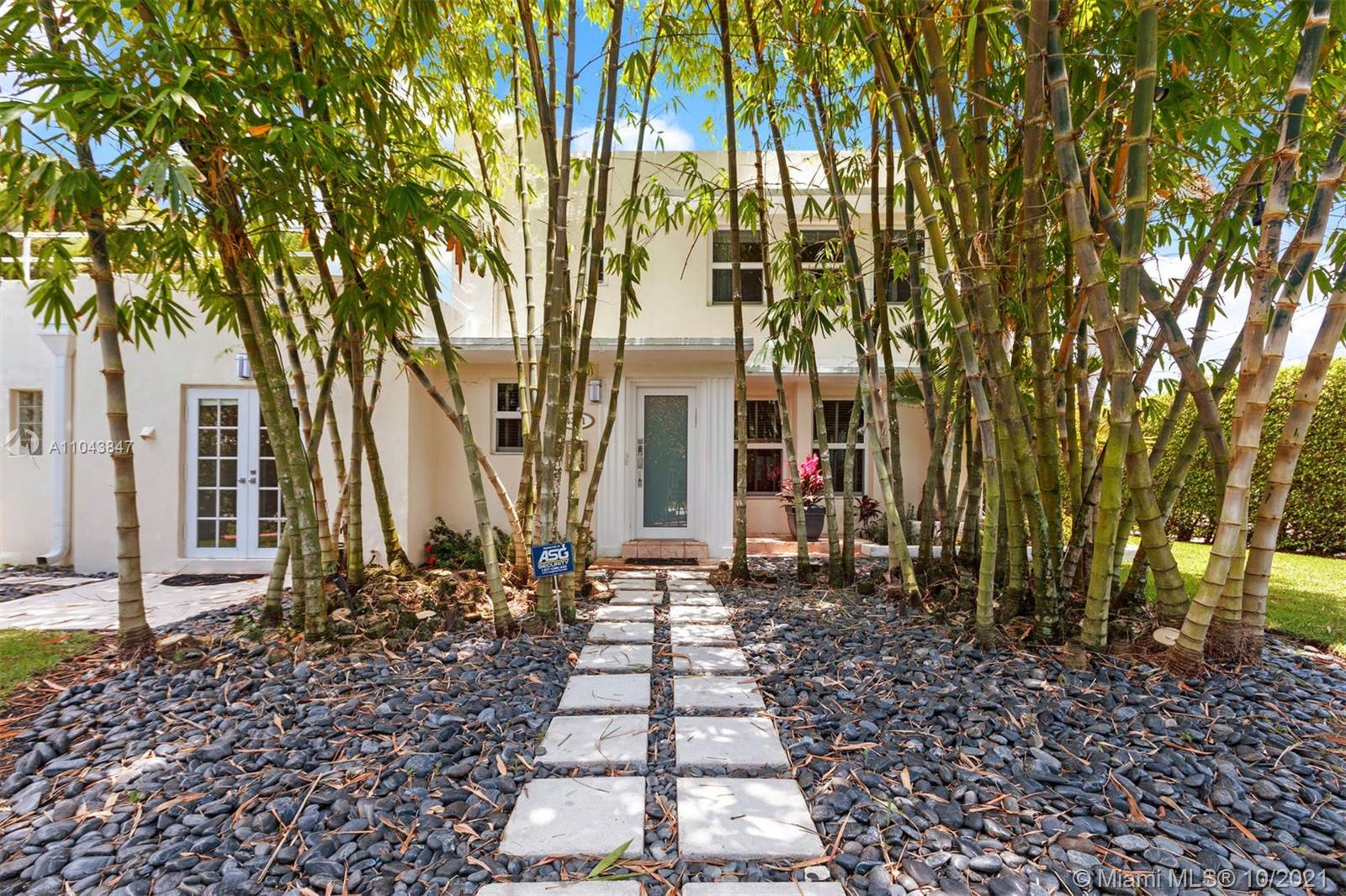 4301  Royal Palm Ave  For Sale A11043847, FL