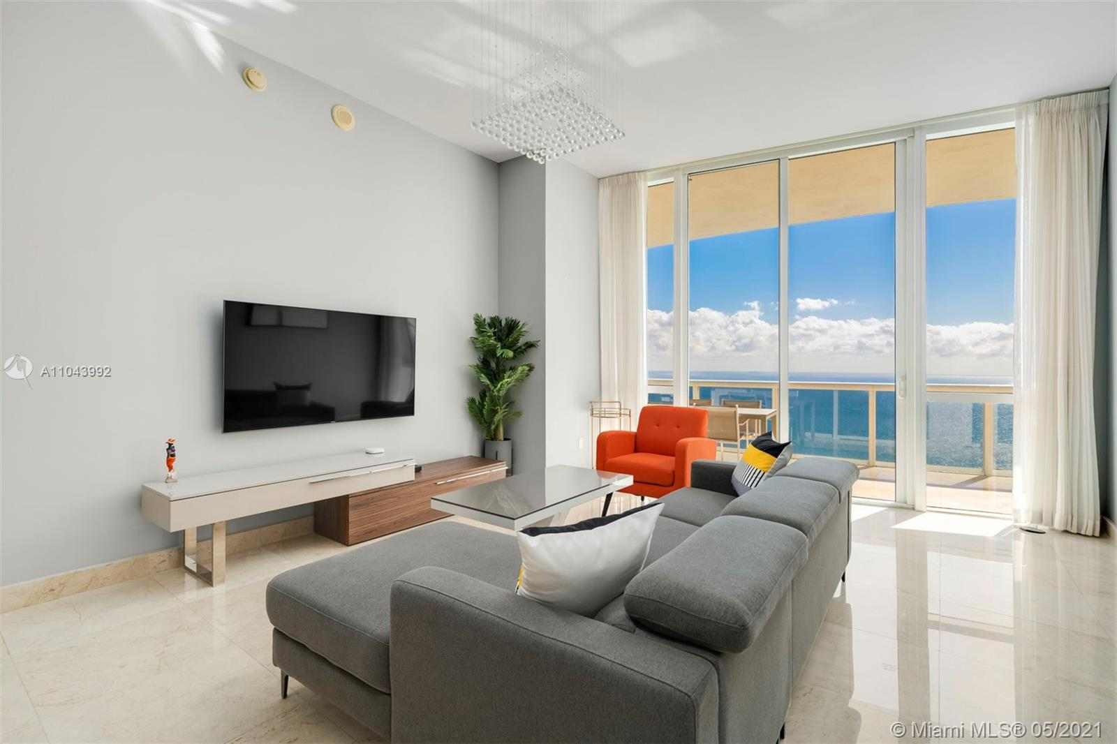 15901  Collins Ave   3807-1