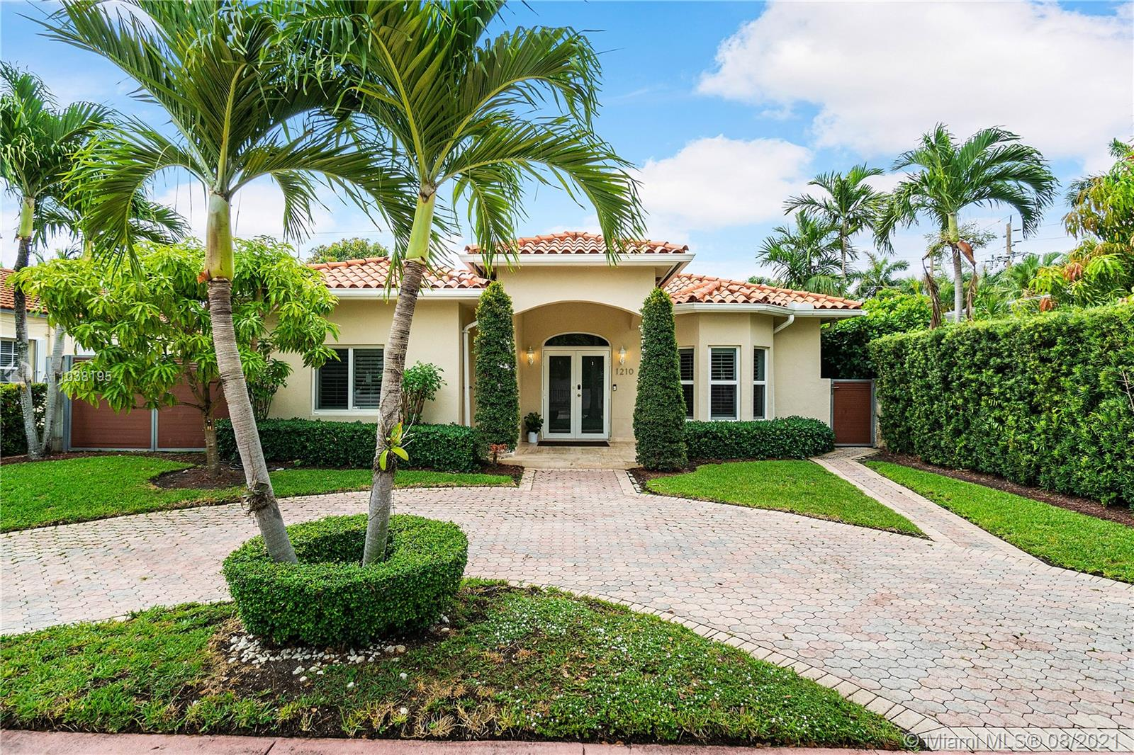1210  Biarritz Dr  For Sale A11038195, FL