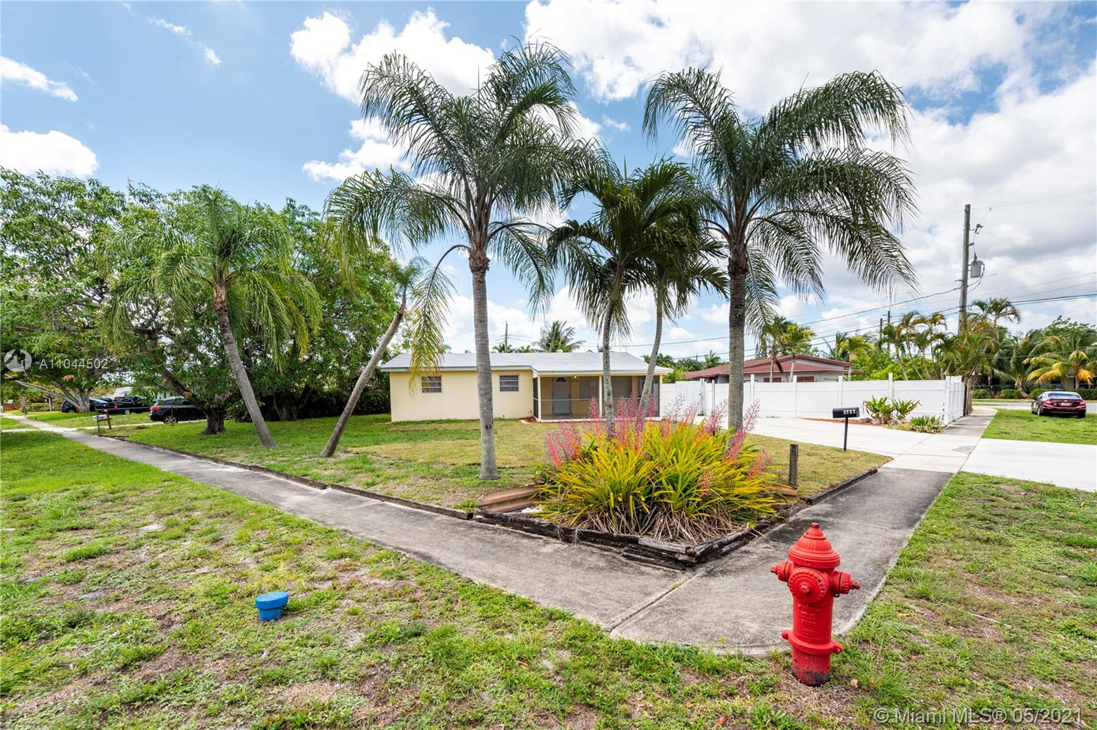 3732 SW 17th St  For Sale A11044502, FL