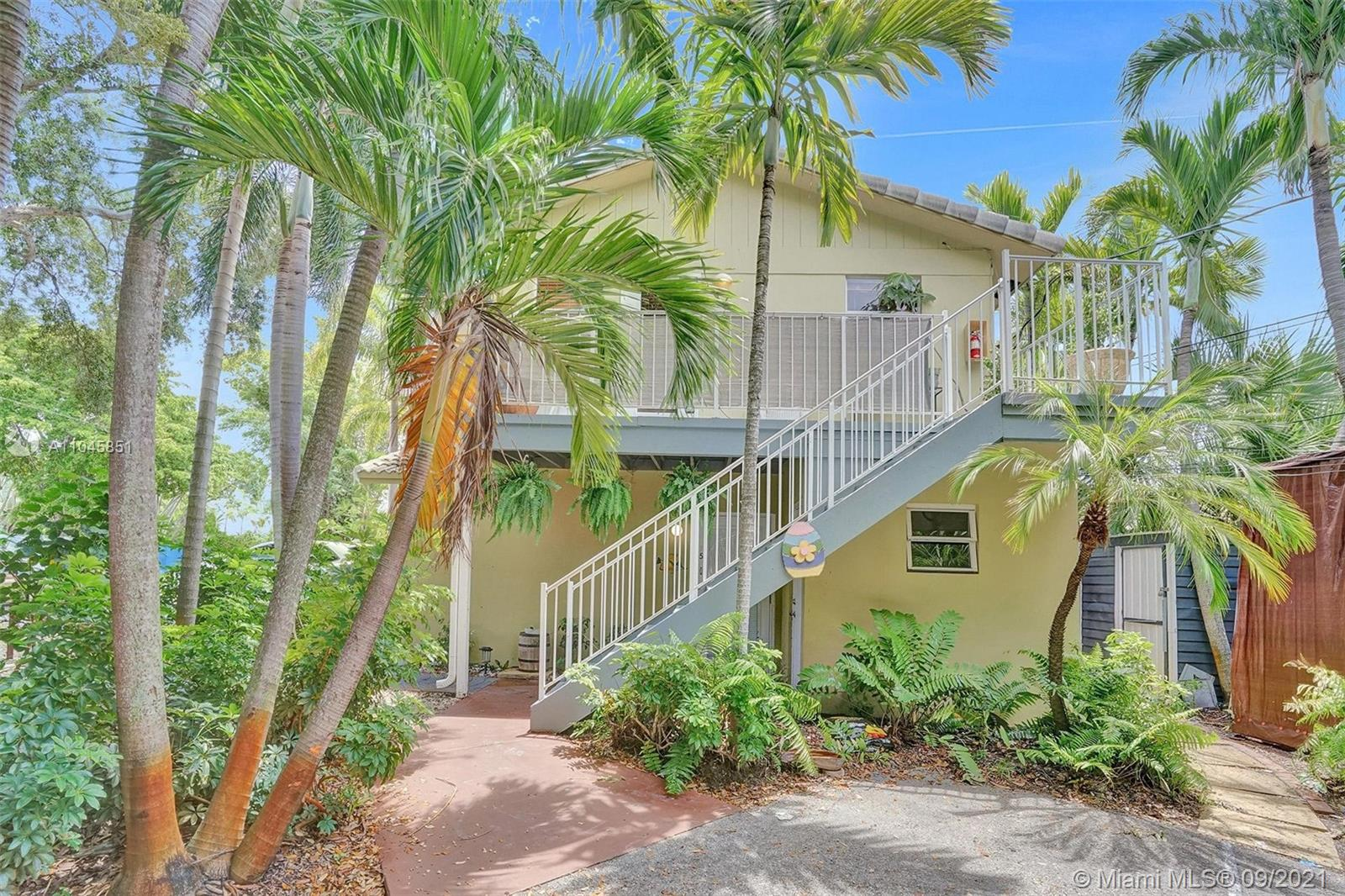 SEASONAL RENTAL - AVAILABLE ON A MONTHLY BASIS. Located in the heart of the highly desired Victoria Park neighborhood. Guests will enjoy the close proximity to the best that Fort Lauderdale has to offer like the many great restaurants and nightlife, beaches, Las Olas Blvd, Flagler Village, the Art District, Downtown, Galleria Mall, and the airport and cruise port. This cozy home is a one-bedroom, one-bath unit. It is tastefully decorated with unique pop culture art pieces and new furniture. Enjoy cable TV and his speed wifi throughout the unit. The couch in the living room does extend out to become an additional sleeping space large enough for two people. Enjoy a king-size bed in the main bedroom and ample closet space. Sleeps up to four people.
