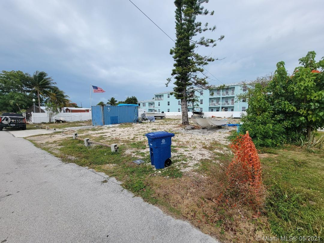 Market Rate Transferable 2 Building Rights  Property has Water & Sewer lines in place.  Build Duplex here. Mixed use. Present use: RV storage Location: 863 74th Street Ocean,   Marathon Key, Florida 33050 Land SALE Build here Utility connections ready. 2 Transferable Building Rights. 863 74th Street Ocean,   Marathon, FL 33050 *reviewing all offers*