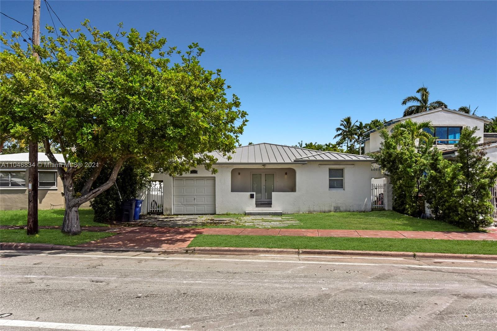 325 W 63rd St  For Sale A11046834, FL
