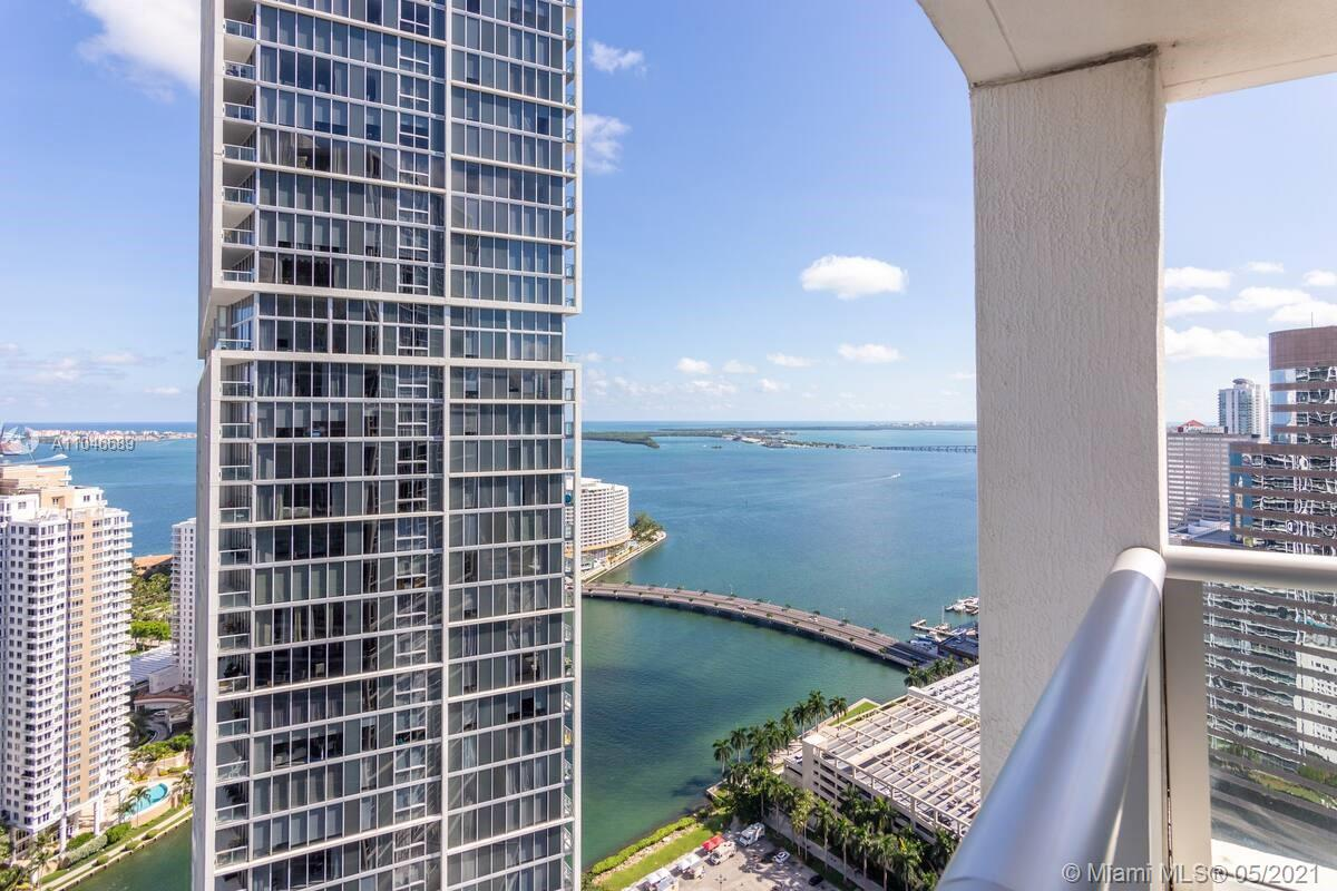 WELCOME TO THE ICON, THIS SPECTACULAR UNIT ON THE 39TH FLOOR TO ENJOY THE VIEW OF THE CITY, BAY AND OCEAN. FULL SERVICE RESTAURANT WITH 24 HR. ROOM SERVICE, DAILY OR WEEKLY HOUSEKEEPING, 5 STARS AMENITIES, INFINITY POOL AND SKY POOL ON TH E 50TH FLOOR. JACUZZI, GYM, LUXURY SPA! ALLOWED: SHORT AND LONG TERM RENTALS: DAILY, WEEKLY, MONTHLY, YEARLY. WOLF KITCHEN, WHITE PORCELAIN FLOORS, WIRELESS TECHNOLOGY AND MORE!