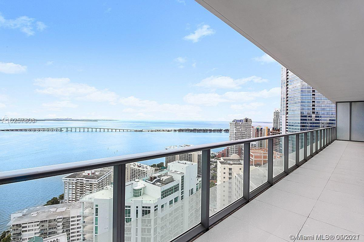 Wonderful 3 bedrooms unit with unobstructed water view. Floor to ceiling windows and Balcony offering breathtaking views of Biscayne Bay. Gourmet kitchen and 3 bathrooms with European cabinetry, Premium Appliances and finishes. Amenities include 24-hr Welcome Desk, 24-hr guest valet, Lounge Area, HD screening room with 10-ft screen theater-style seating, 50 ft long lap pool at roof floor and 2nd pool with poolside cabanas, Gym, sauna, Spa, Bbq area and Kid's room.