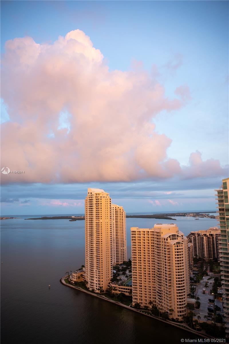 Beautiful 2 bedrooms in One Miami, direct water view, beautiful unit! must see.  THE UNIT IS SELLING AS IS
