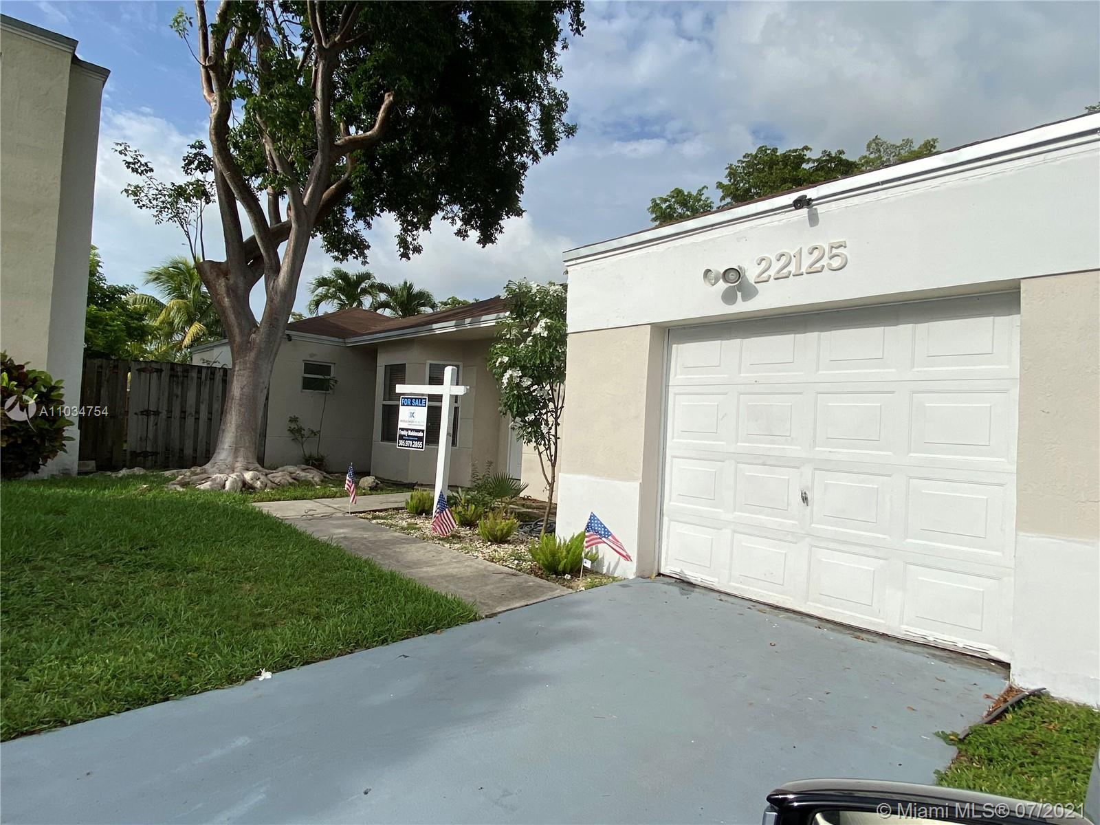 WONDERFUL 3 BEDROOM 2 BATH HOME IN CHARMING NEIGHBORHOOD OF LAKES BY THE BAY IN THE CITY OF CUTLER BAY. A SPACIOUS YARD  AND GREAT LOCATION IS DEFINETELY A RARE FIND.