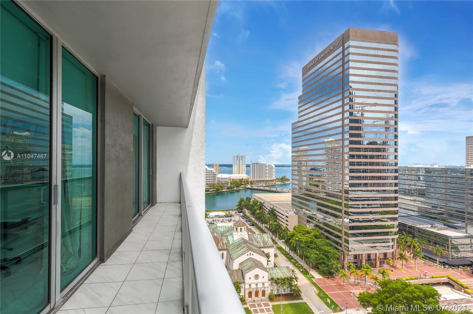 Amazing city and bay views! Gorgeous condo in the heart of Brickell!!! Impeccable 1 BED/1 BATH unit in the luxury skyscraper of 500 Brickell East Tower. Spacious bedroom with walk in closet and spa bath. Community offers excellent services and luxurious amenities like rooftop infinity edge heated pool, fitness center, spa, clubroom, 24 hrs. security and more. Perfect location close to shops near Brickell City Center, Mary Brickell Village, Metro Mover, Metro Rail and major highways. A MUST SEE!