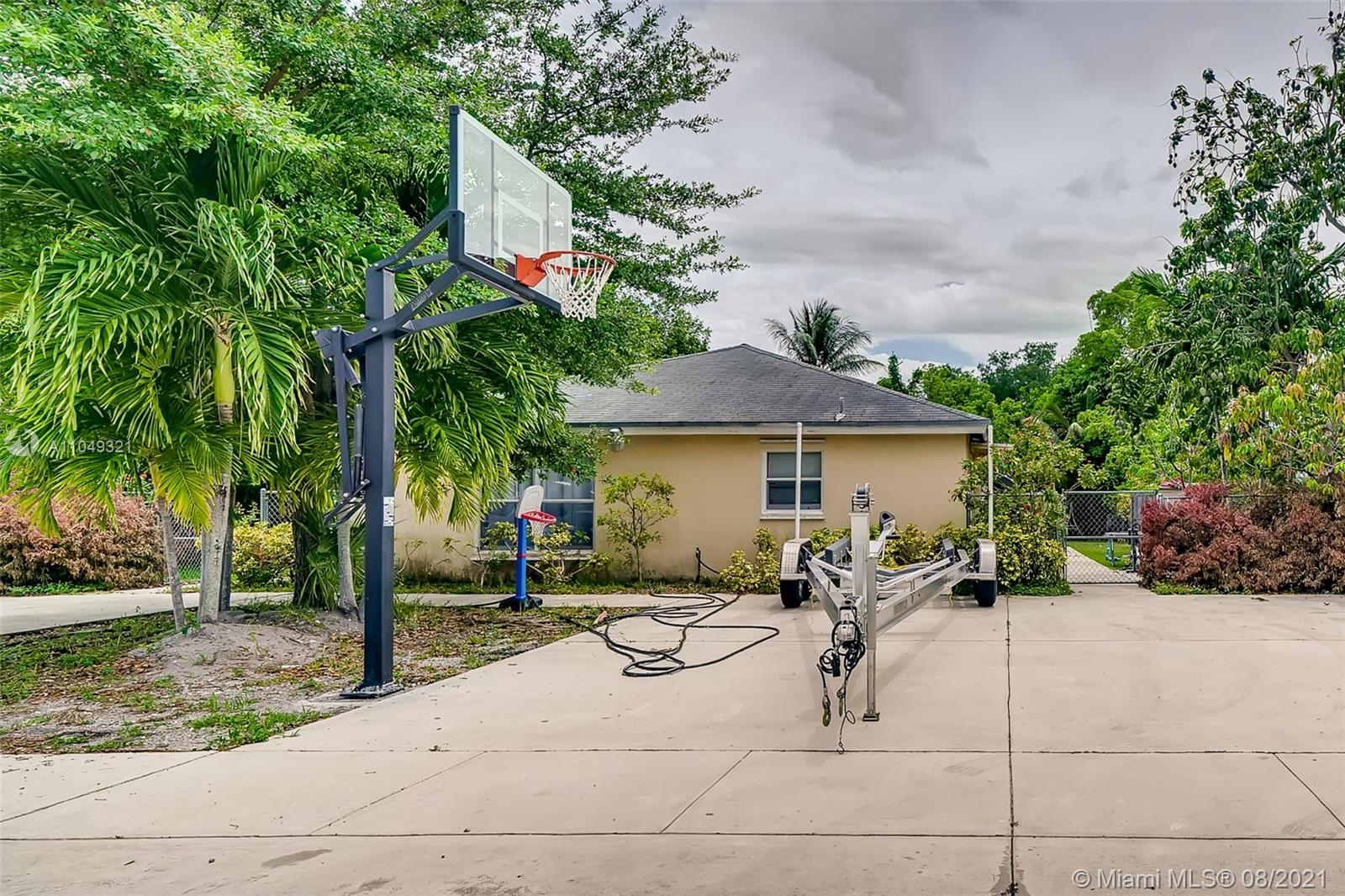32 NW 169th St  For Sale A11049321, FL