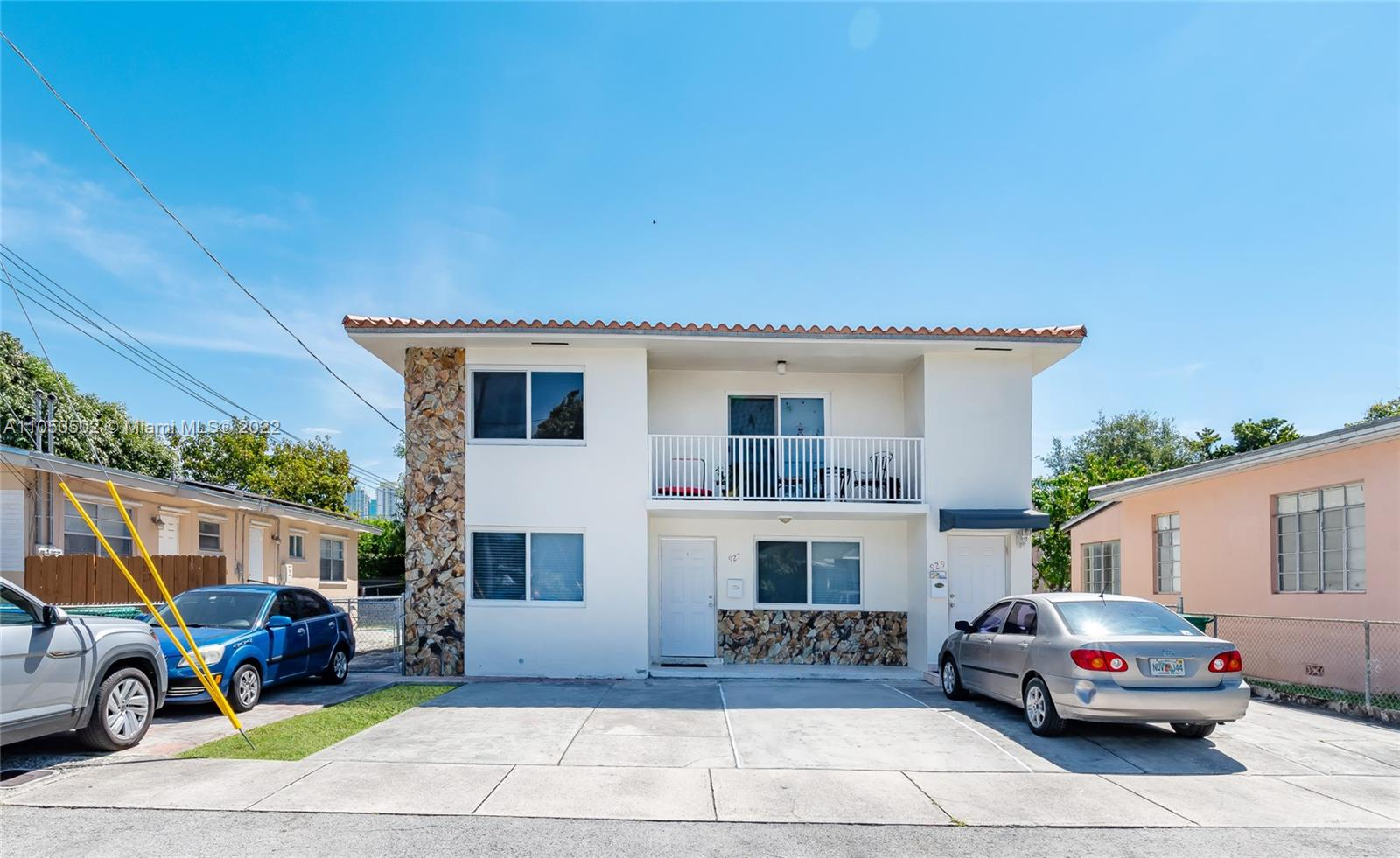 927 SW 8th Ct  For Sale A11050502, FL