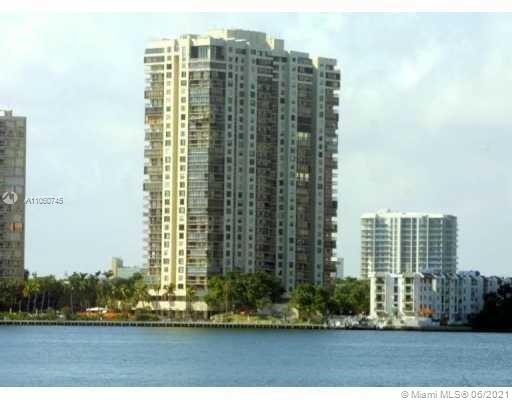 """ESTABLISHED BRICKELL AVENUE ADDRESS. This condo features 2 master suites, 2 bathrooms, tile floors, private kitchen, open balcony with beautiful view of Biscayne Bay, plenty closet space, washer & dryer inside the unit. The Brickell Bay Club is an """"Urban Oasis"""" with 24 hour valet & security, one assigned parking space,  additional parking spaces available for rent through the association, fully equipped gym, five tennis courts, three racquetball courts, and swimming pool to enjoy with your extra time, pet friendly building. Near Brickell restaurants and entertainment centers, short drive to Coconut Grove and Coral Gables."""