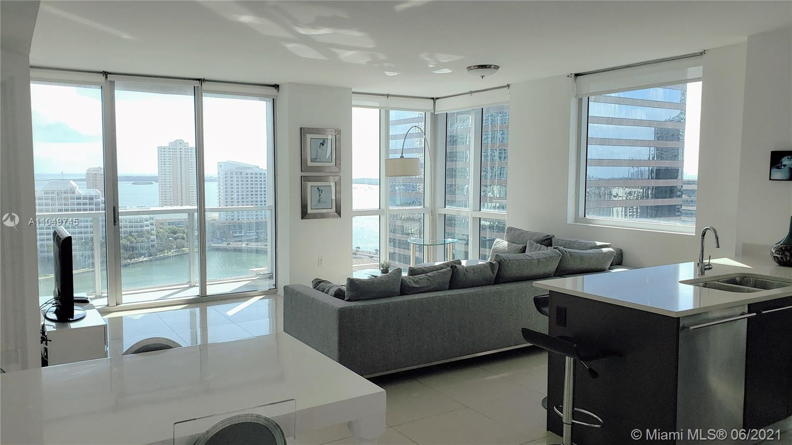 Spacious 2 Bedroom condo with breathtaking Ocean and Bay views! This impeccable corner unit features an exceptional open floor plan. 500 Brickell offers 5-star resort-style amenities including a health club and spa. Situated in the heart of Brickell surrounded by world-class shopping, fine dining, and more!