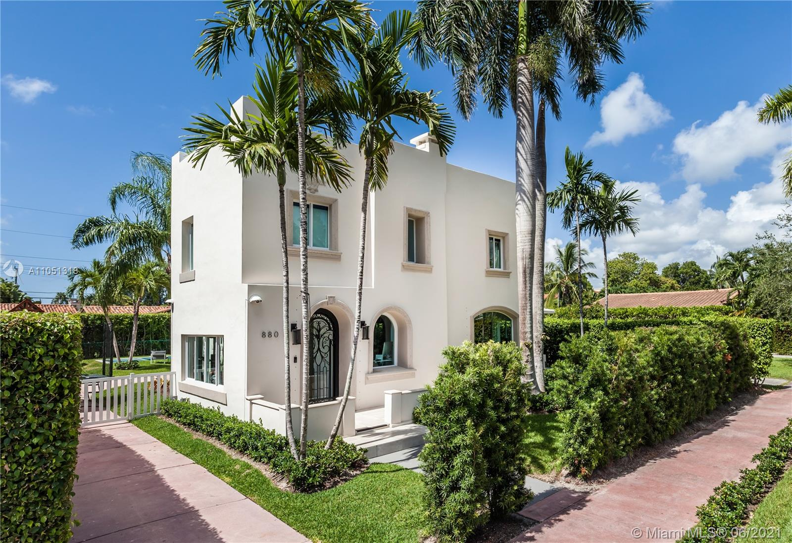 880 W 47th St  For Sale A11051318, FL
